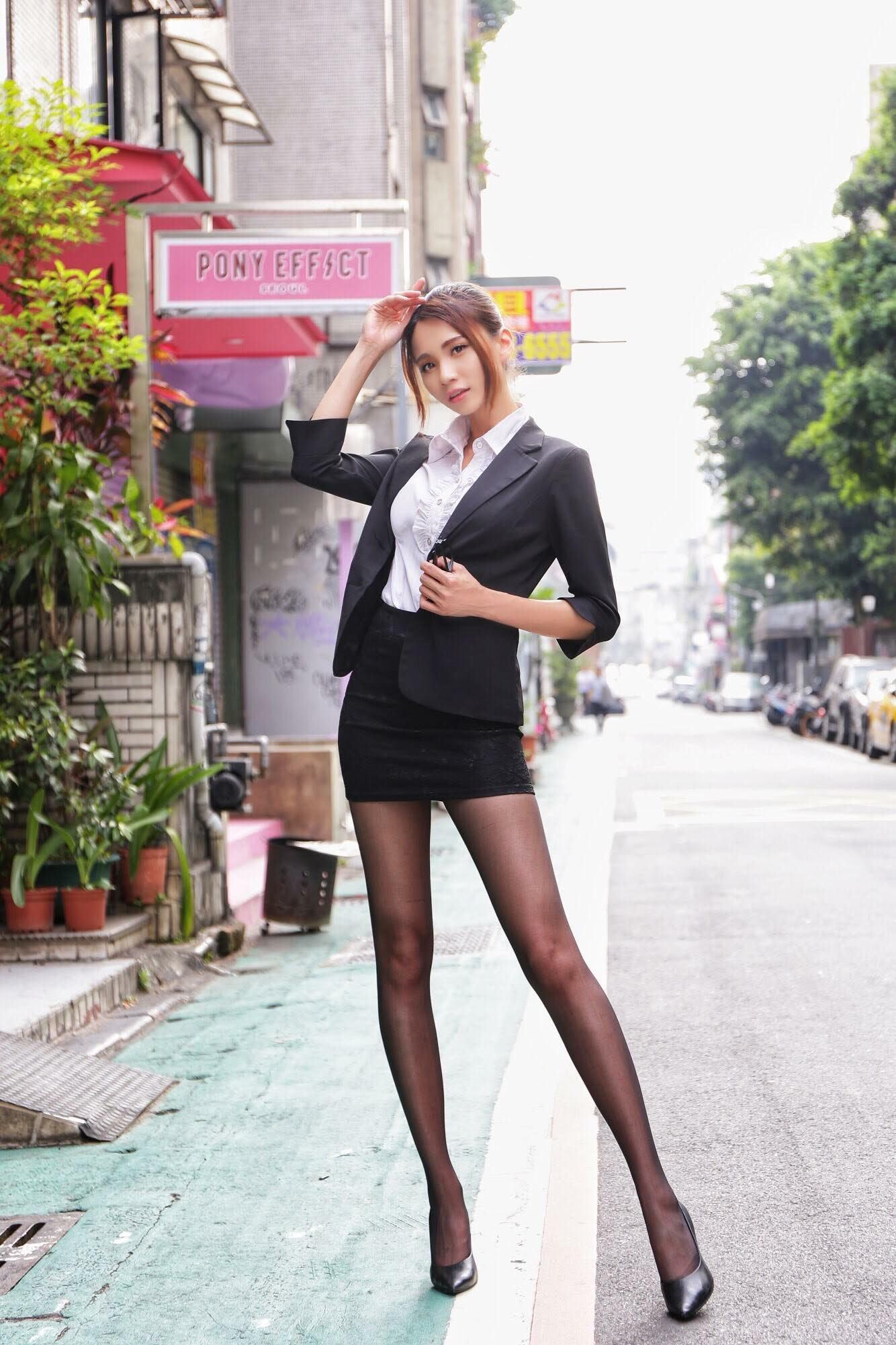台湾美女CandiceのOL美脚 16