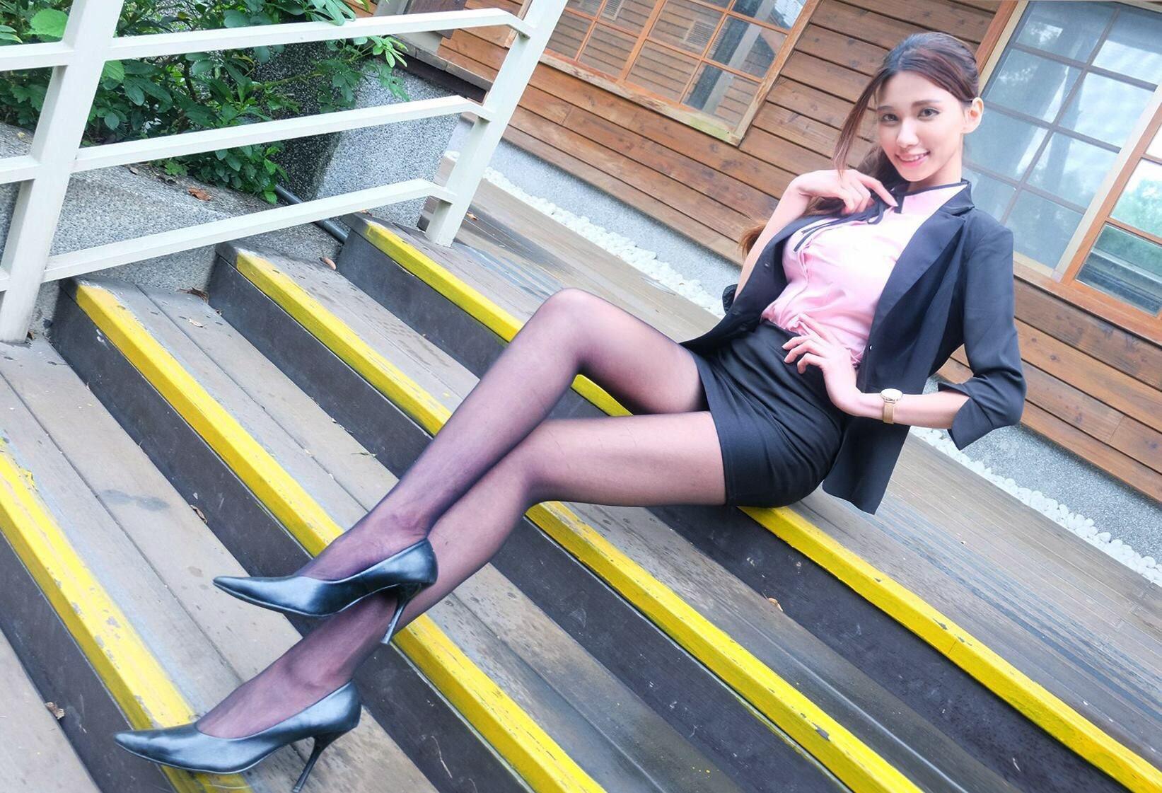 台湾美女CandiceのOL美脚 17