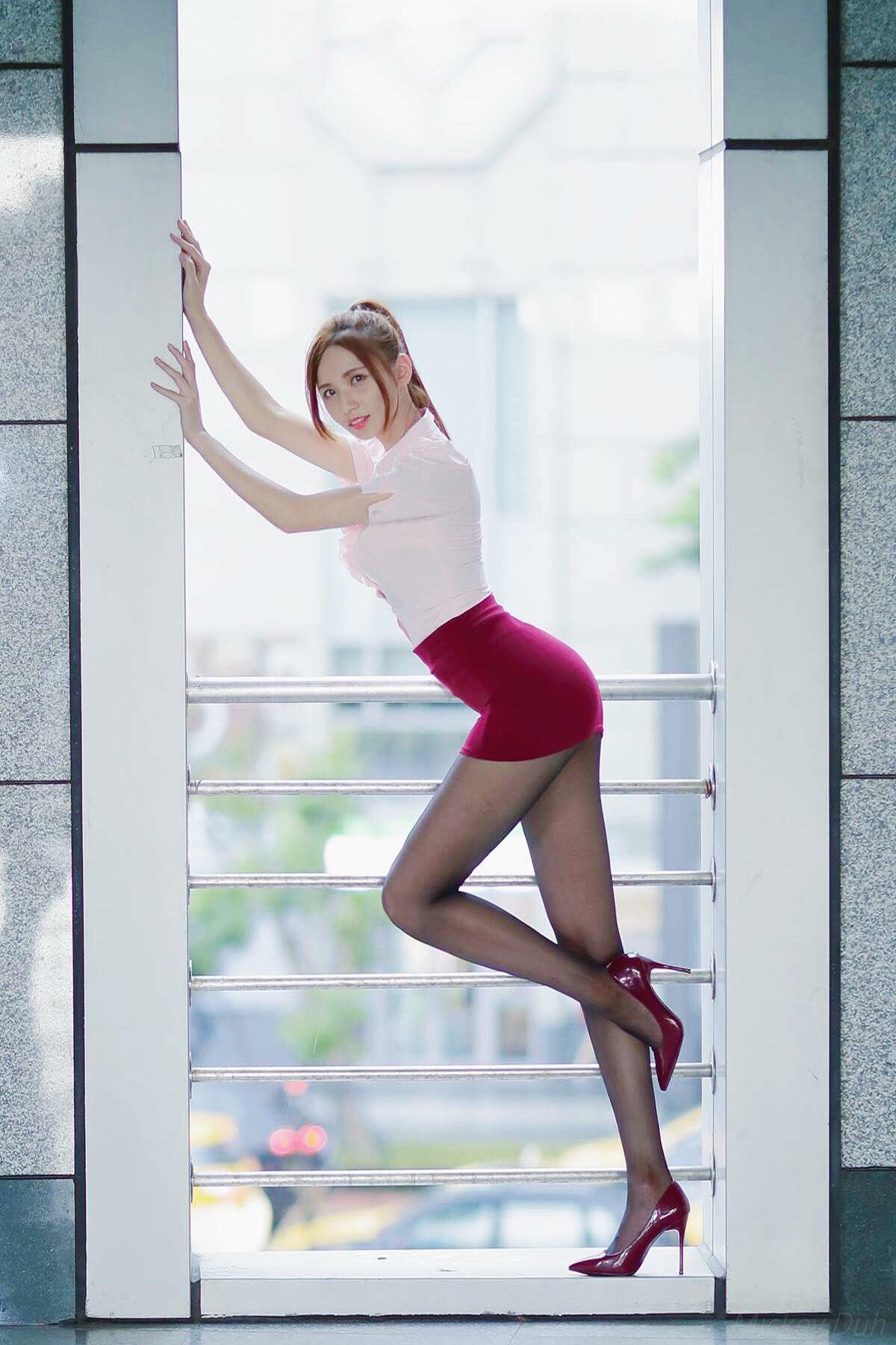 台湾美女CandiceのOL美脚 14