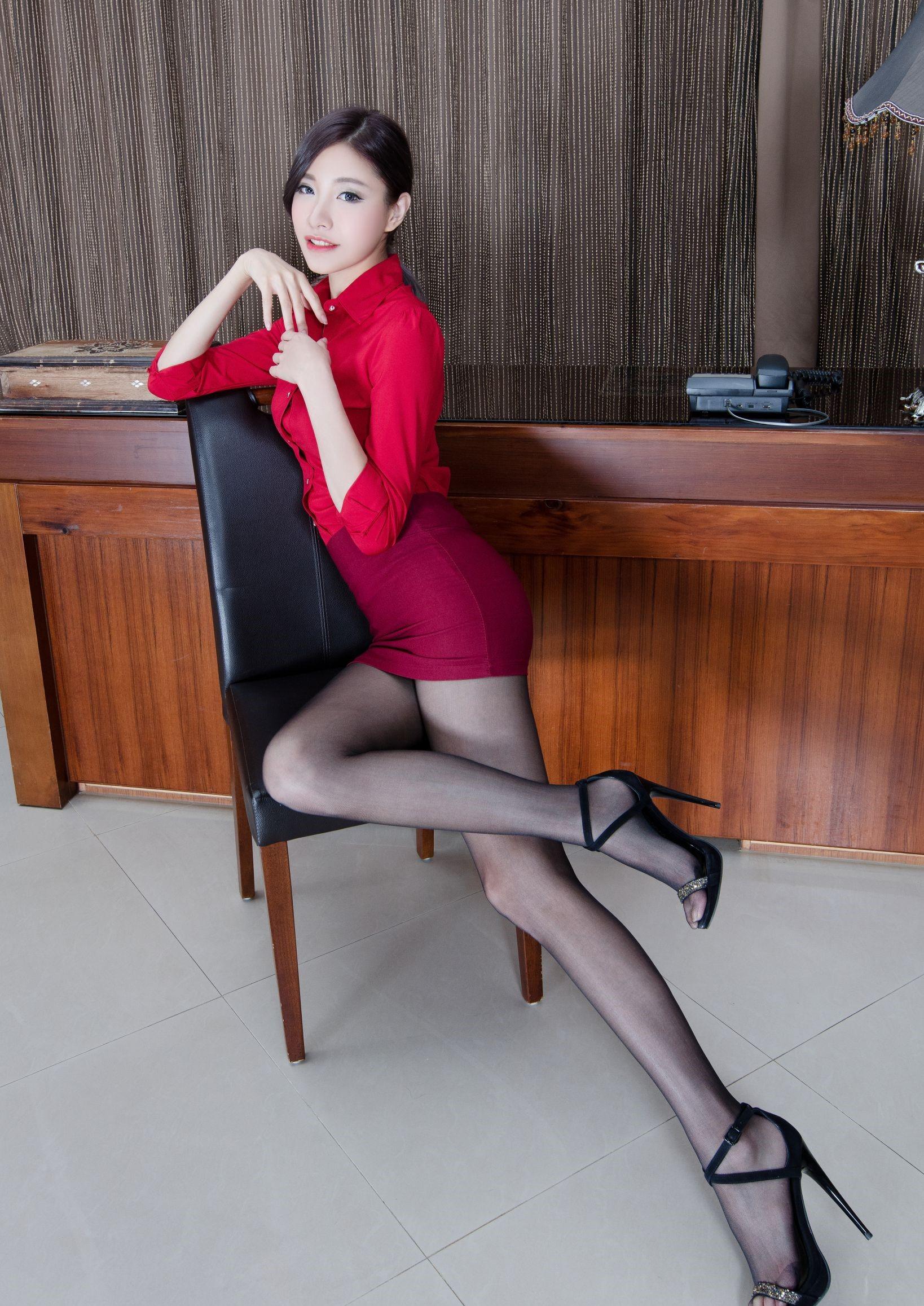 台湾モデルAbbyのパンスト足 17