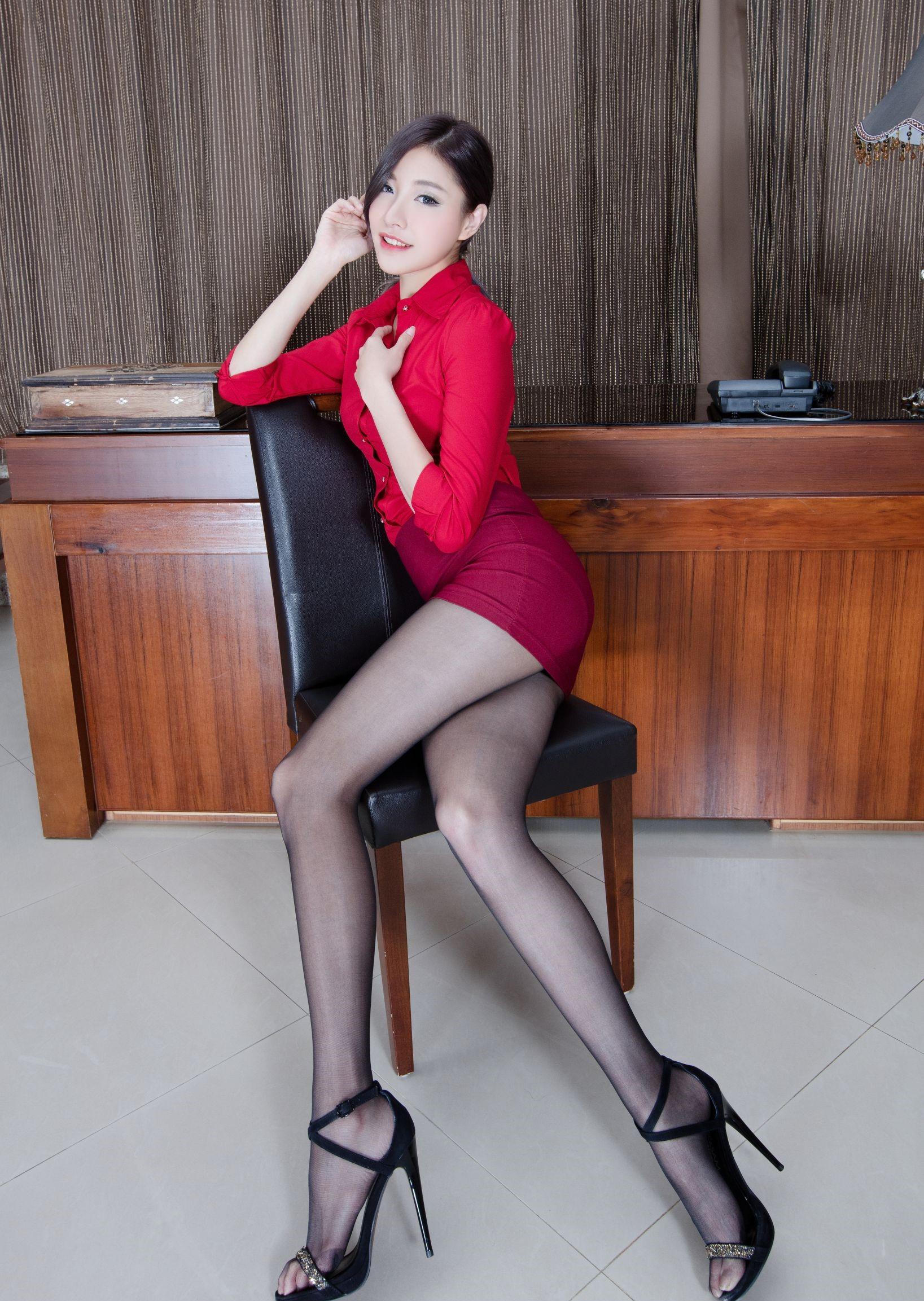 台湾モデルAbbyのパンスト足 19