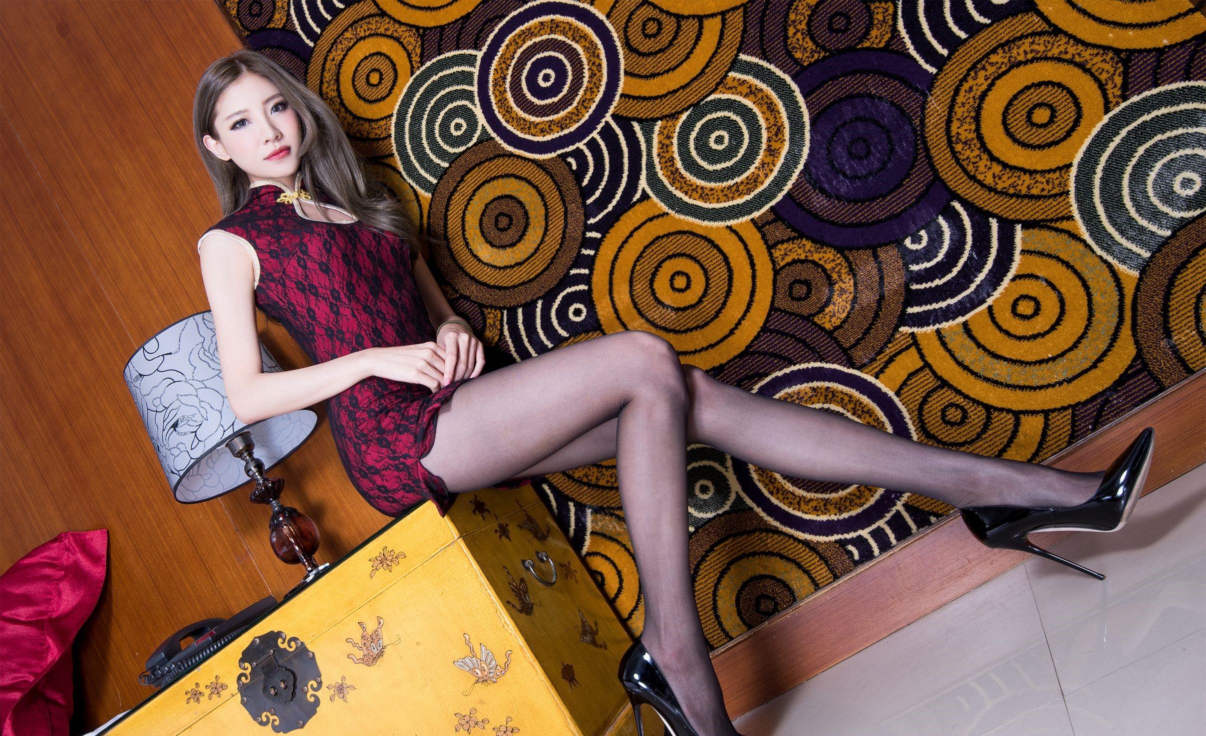 パンスト脚を見せつけるチャイナ美女 9