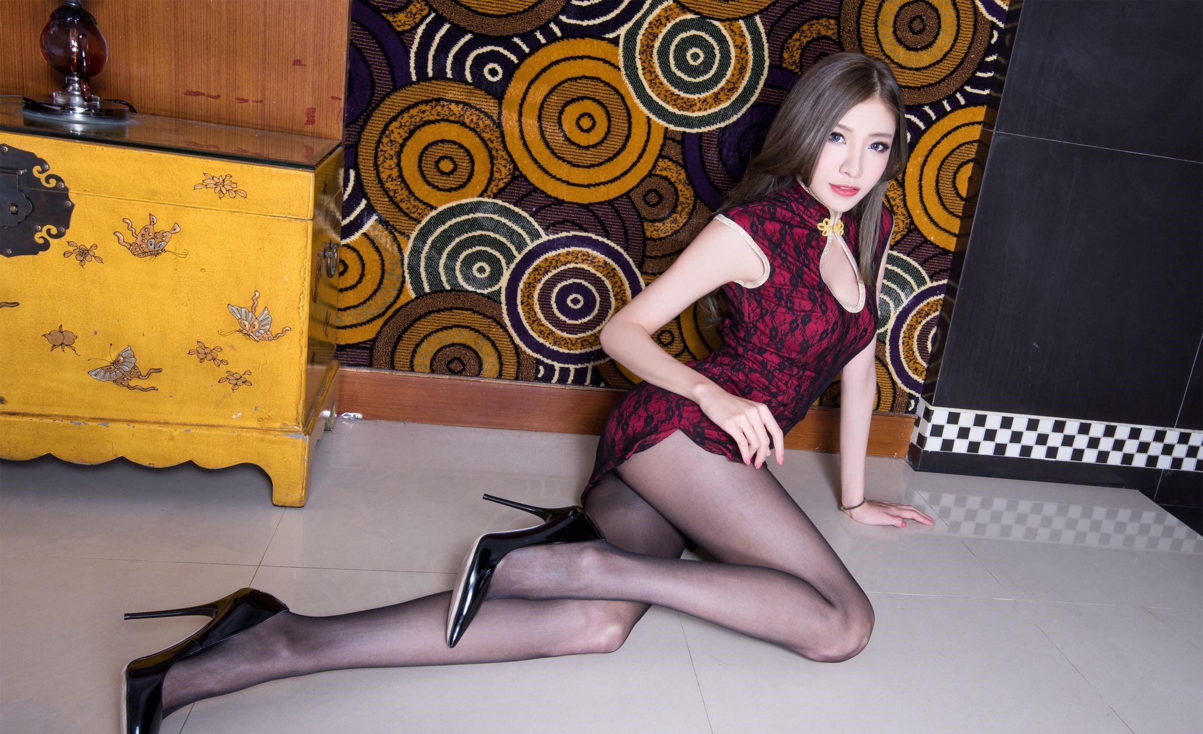 パンスト脚を見せつけるチャイナ美女 17