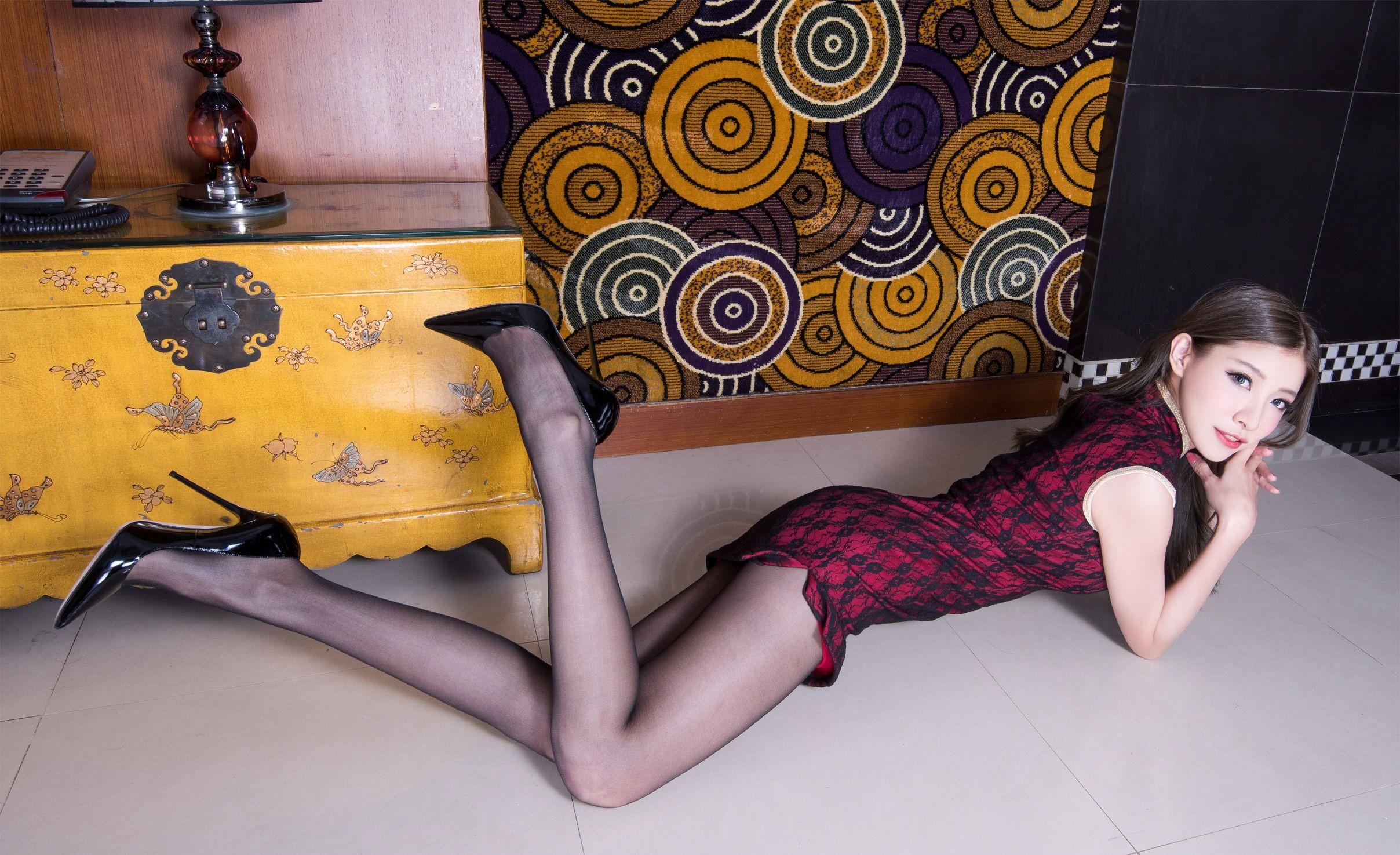 パンスト脚を見せつけるチャイナ美女 20