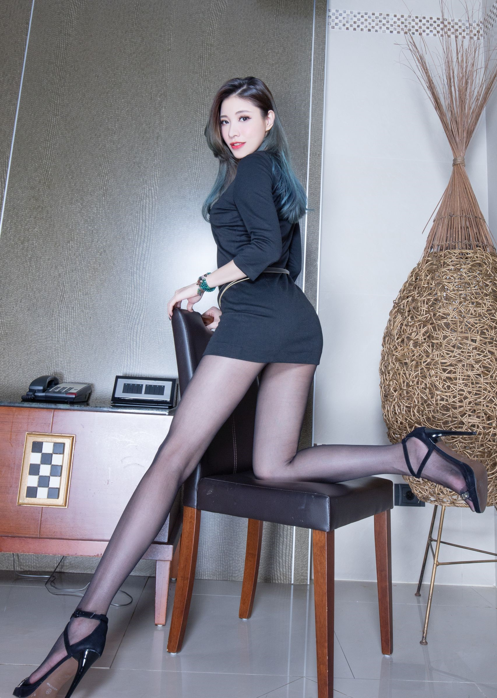 abbyの黒パンスト美脚 22