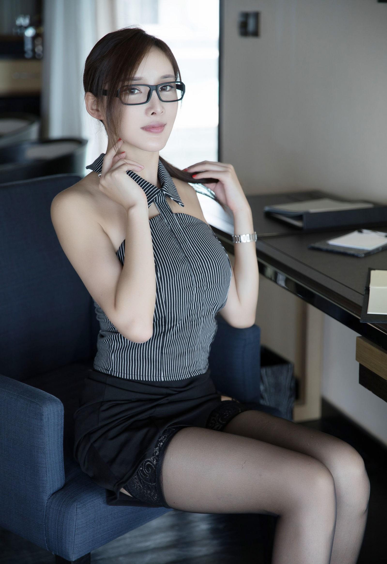 Zhou Yanxiの色気のあるパンスト美脚 3