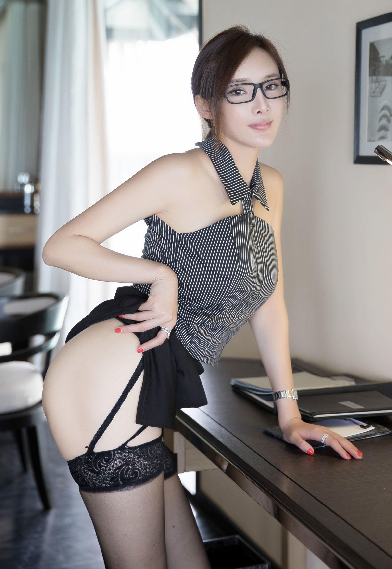 Zhou Yanxiの色気のあるパンスト美脚 17
