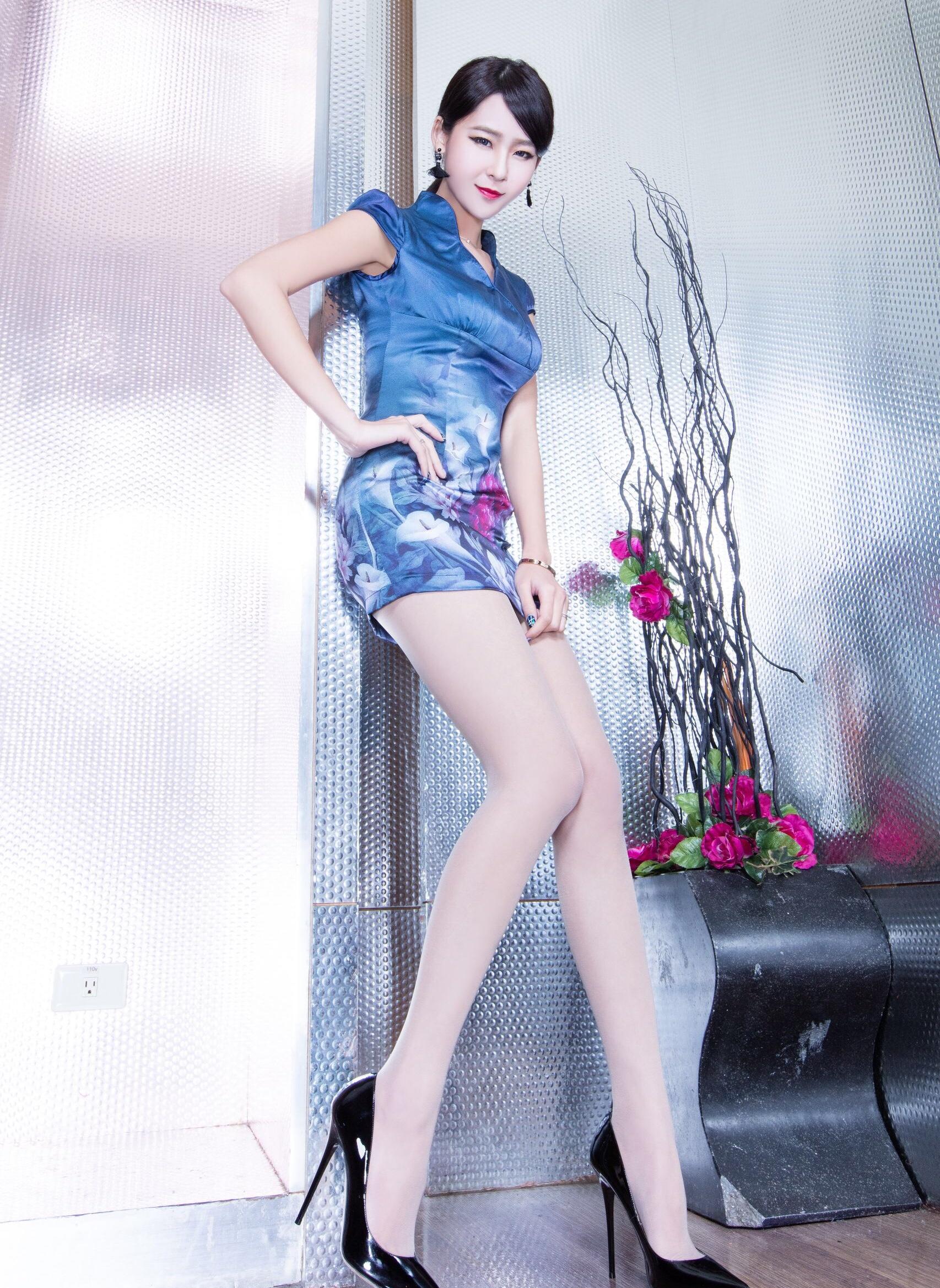 チャイナドレスを着たWinnieの美脚 8