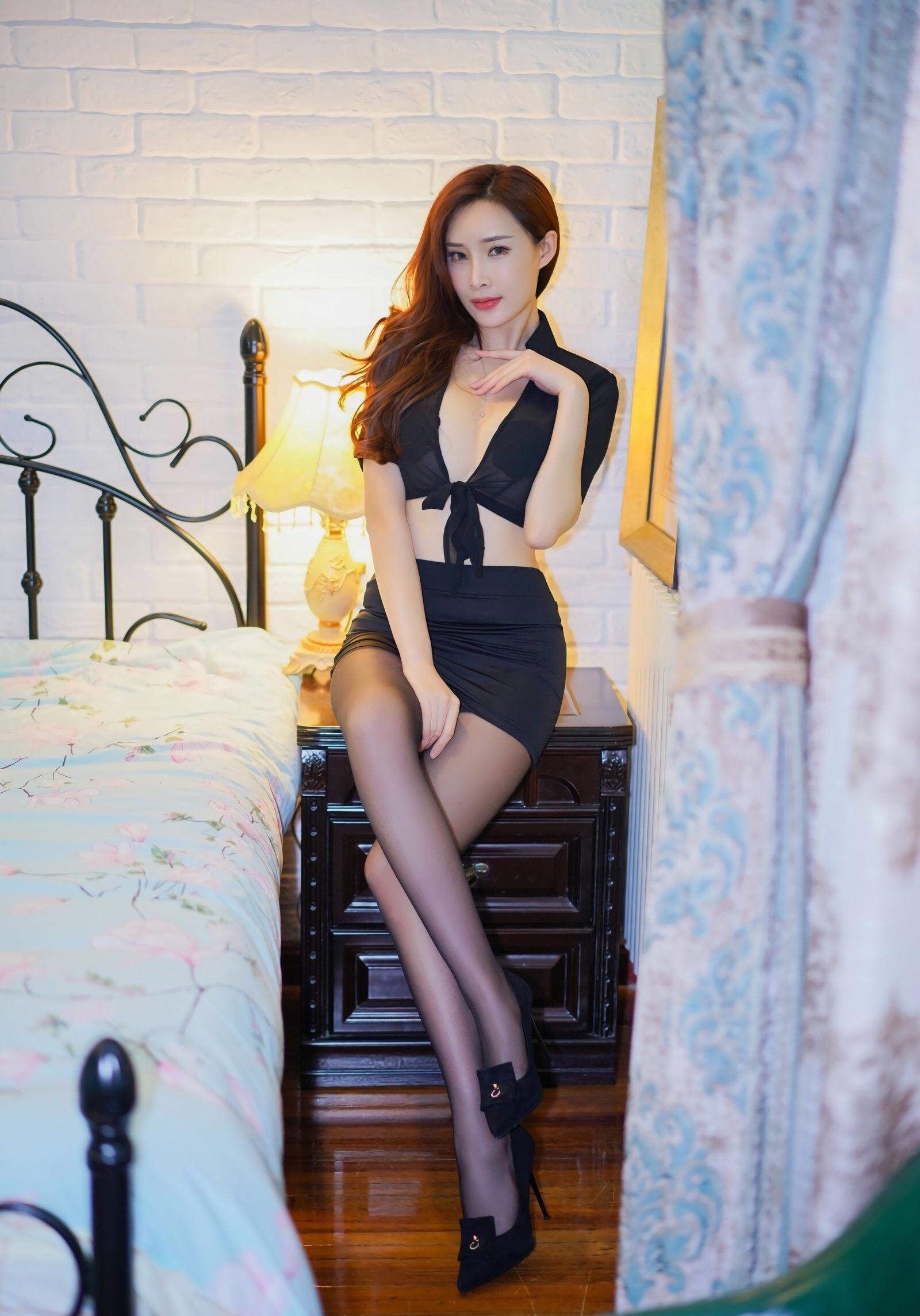 周妍希のセクシーパンスト