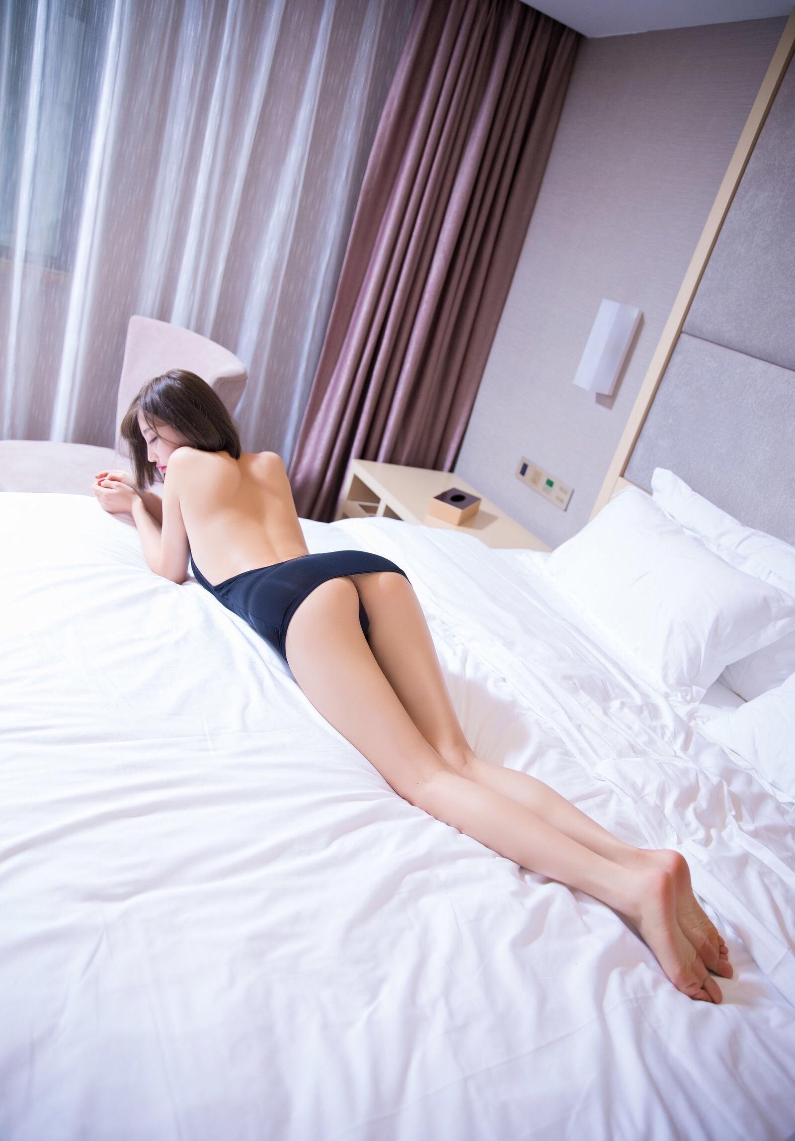 杨晨晨のセクシーすぎるボディコンドレス 2