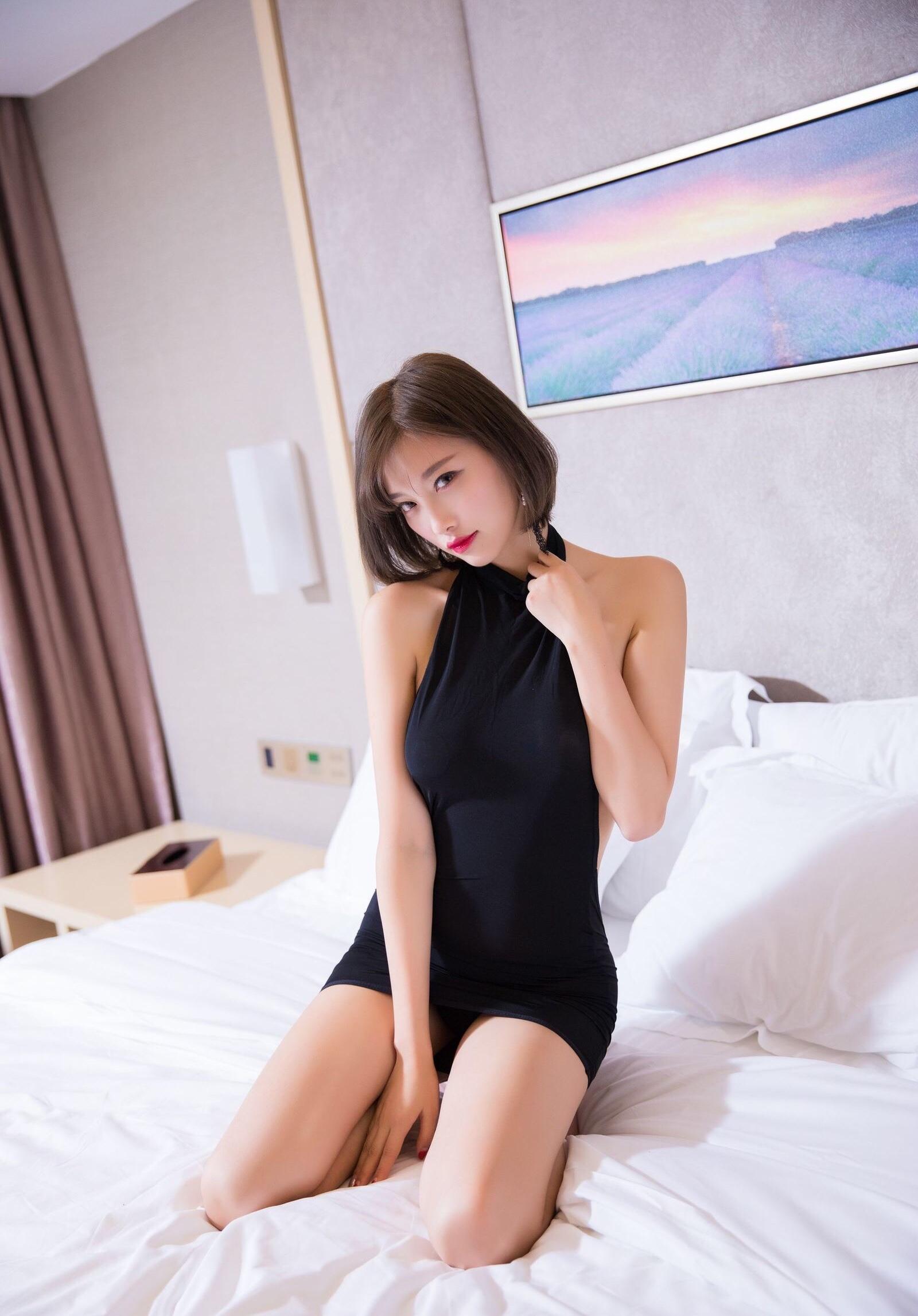 杨晨晨のセクシーすぎるボディコンドレス 5