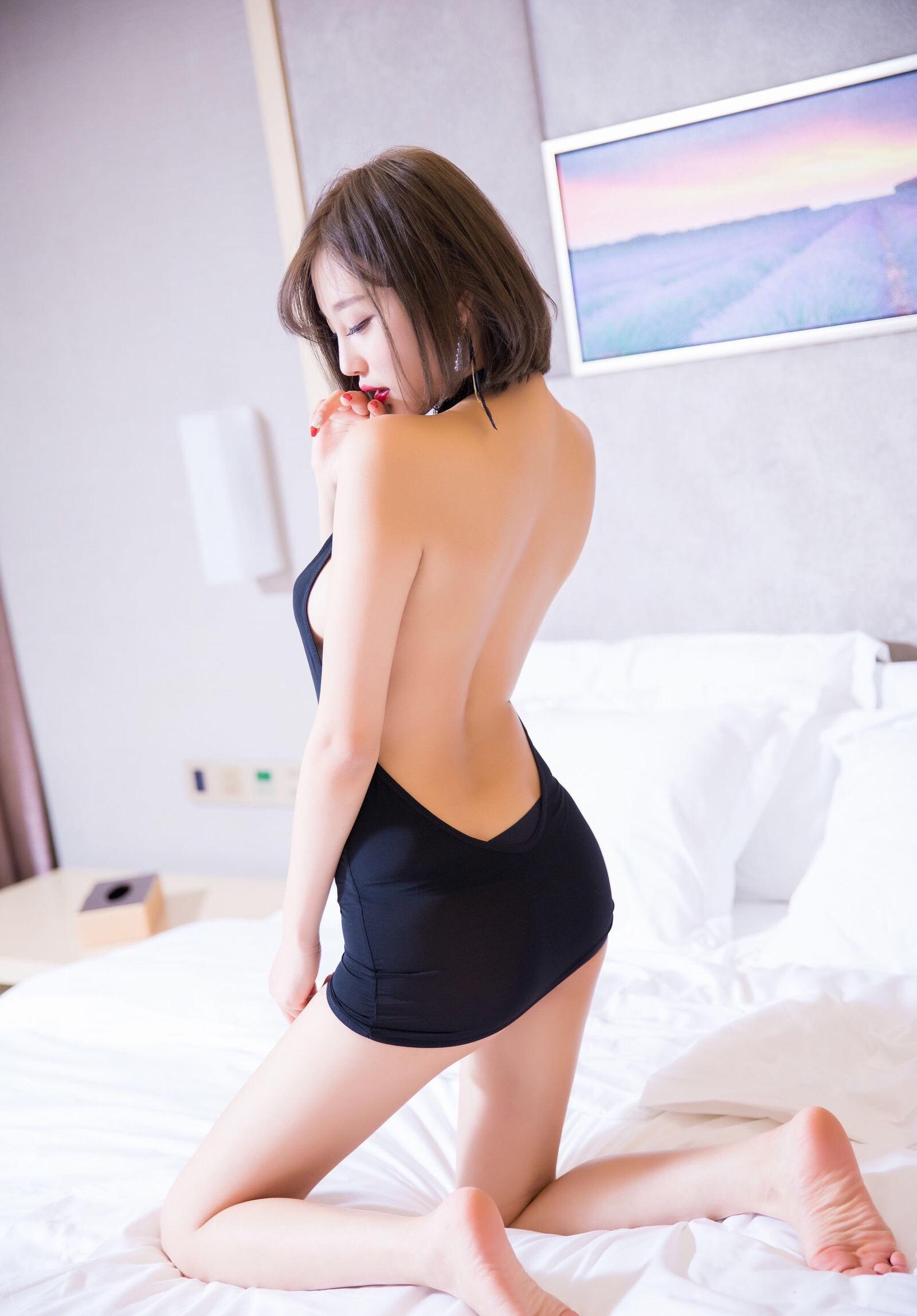 杨晨晨のセクシーすぎるボディコンドレス 7