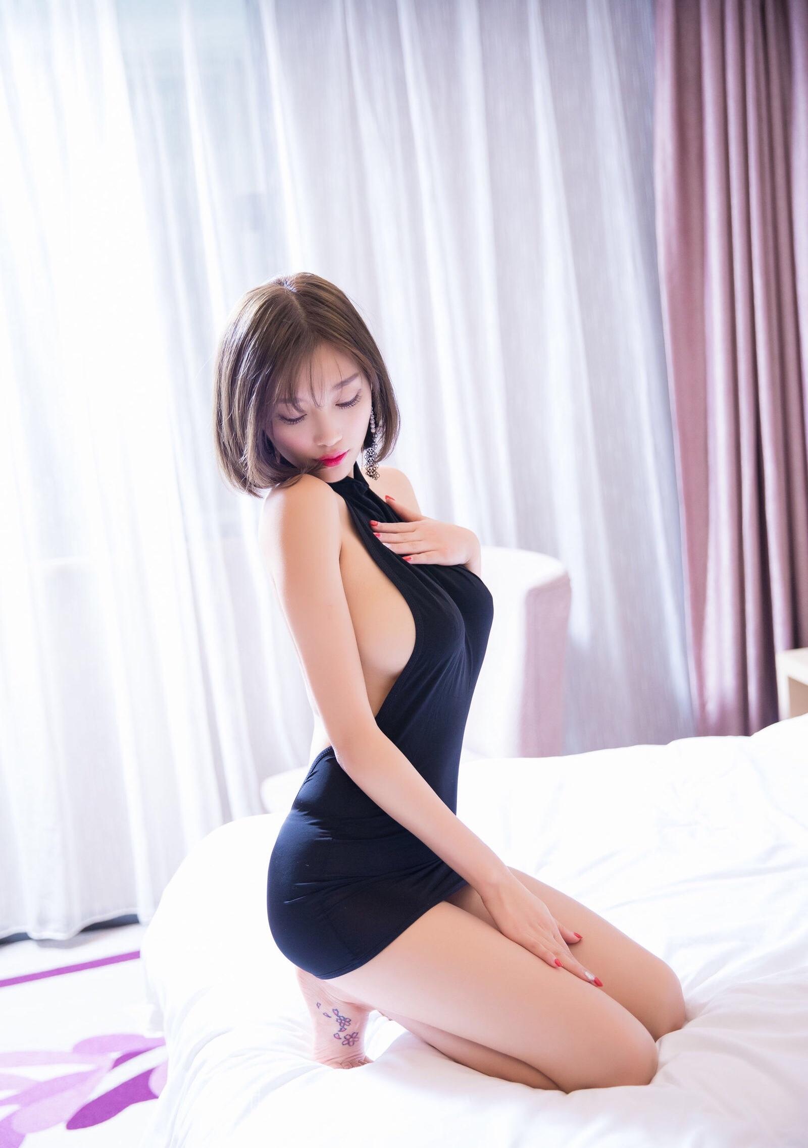 杨晨晨のセクシーすぎるボディコンドレス 11