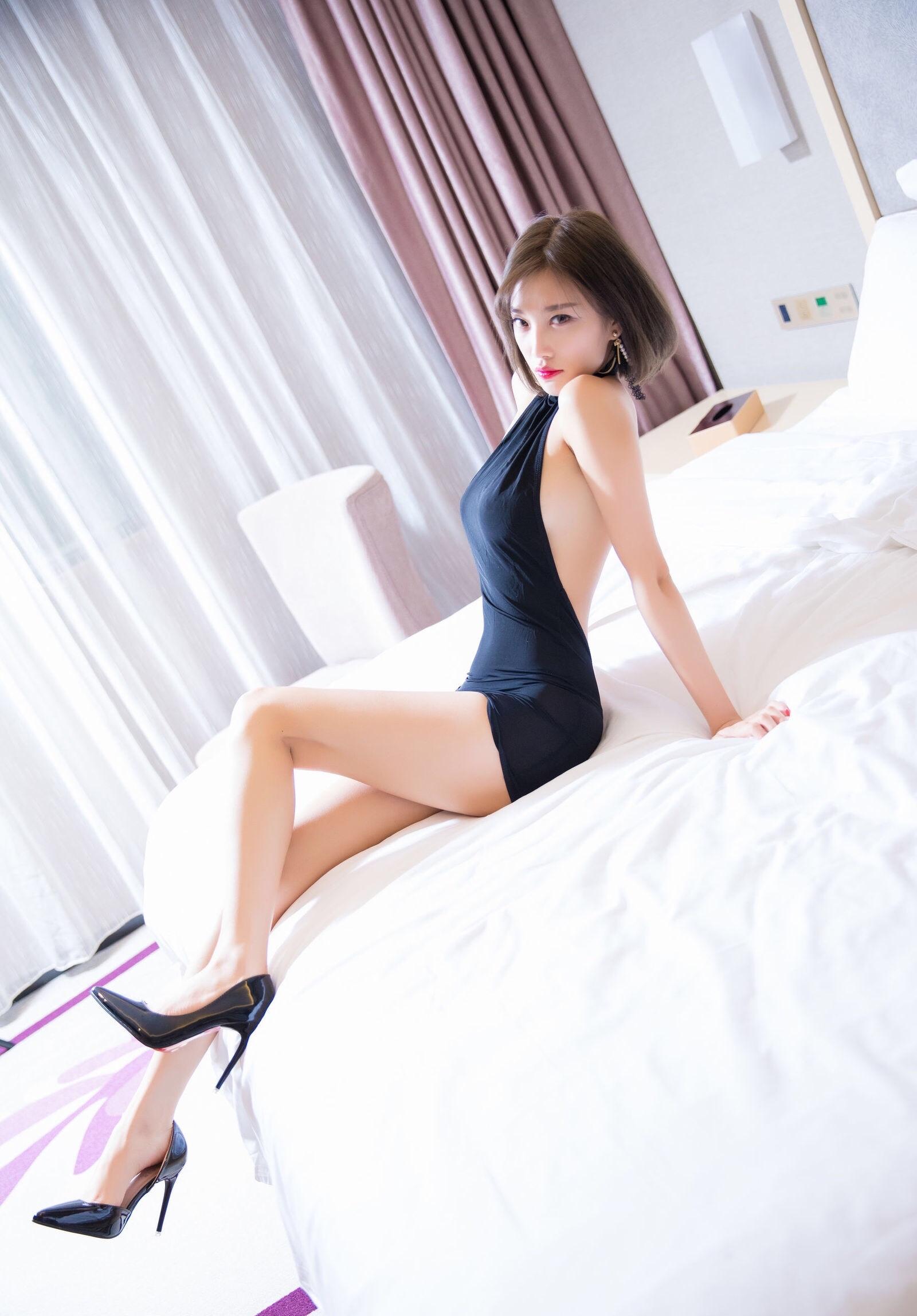 杨晨晨のセクシーすぎるボディコンドレス 12