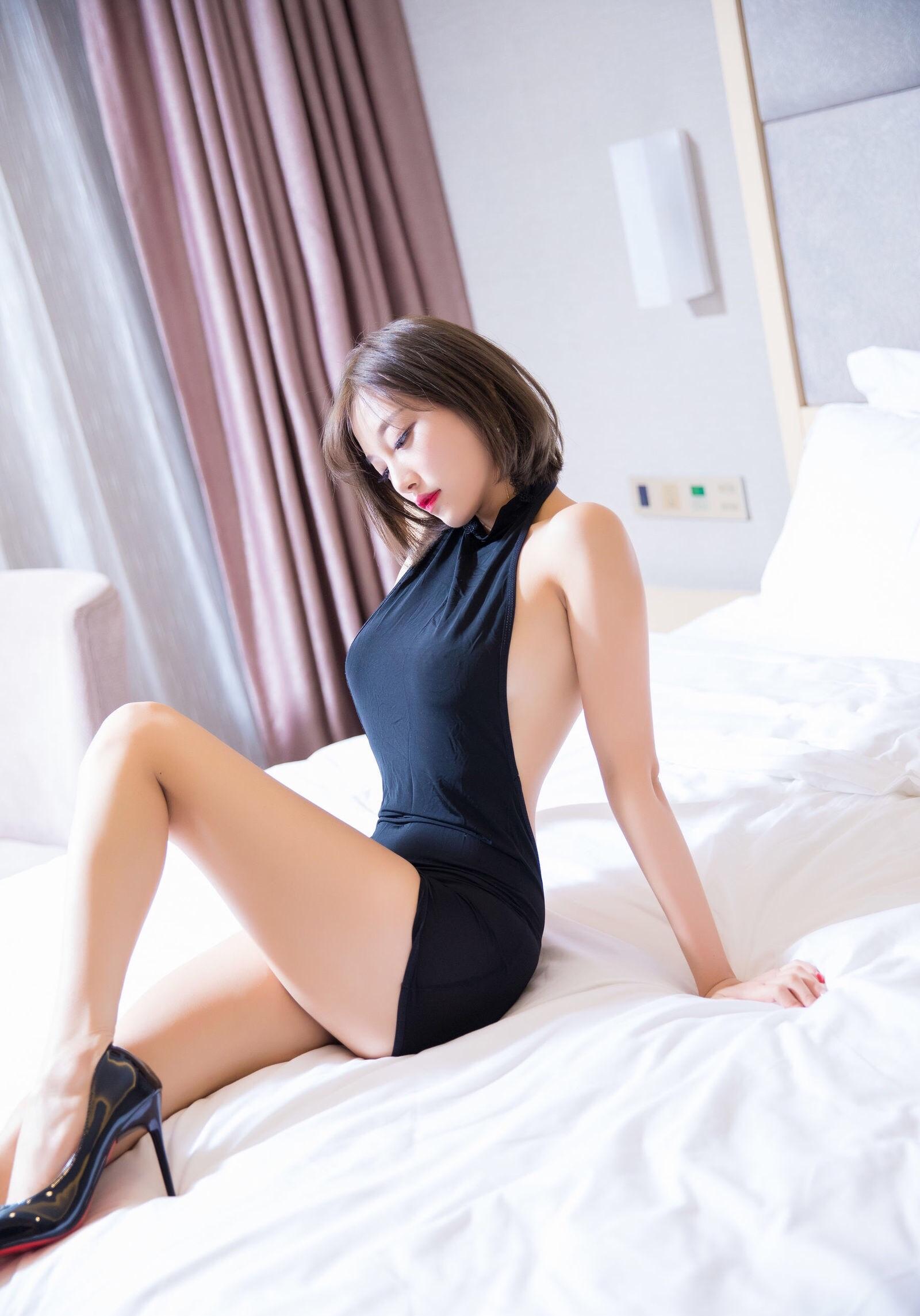 杨晨晨のセクシーすぎるボディコンドレス 13