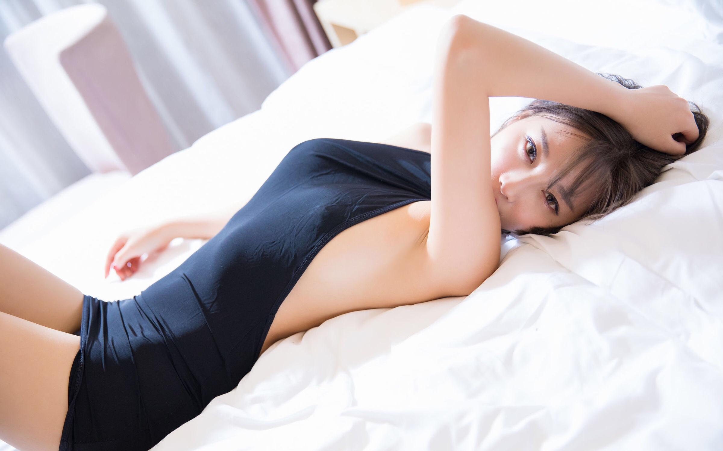 杨晨晨のセクシーすぎるボディコンドレス 15