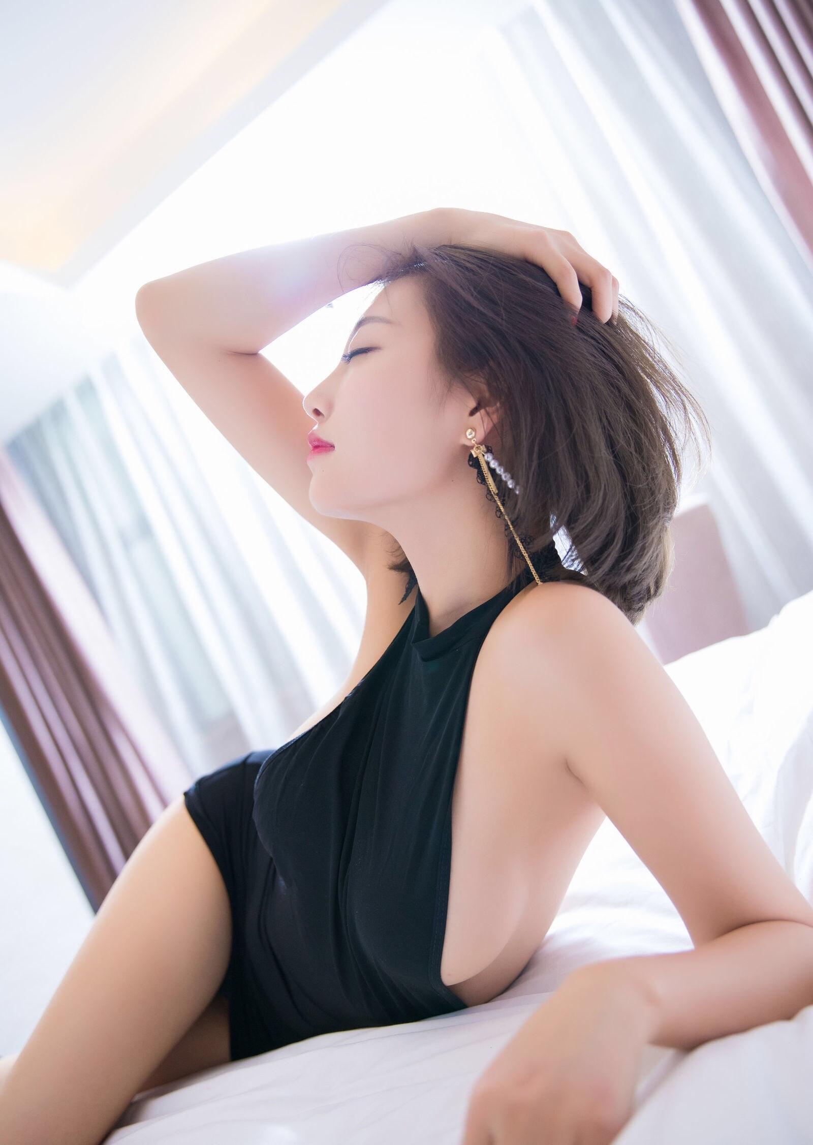 杨晨晨のセクシーすぎるボディコンドレス 17