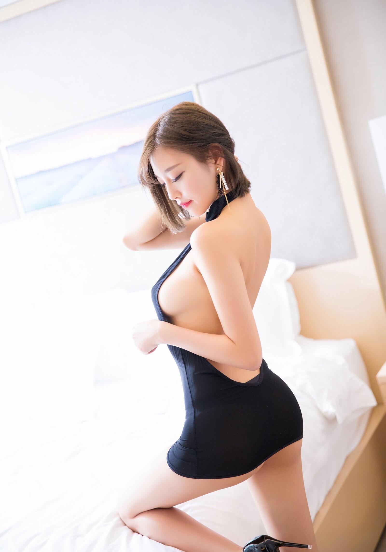杨晨晨のセクシーすぎるボディコンドレス 22
