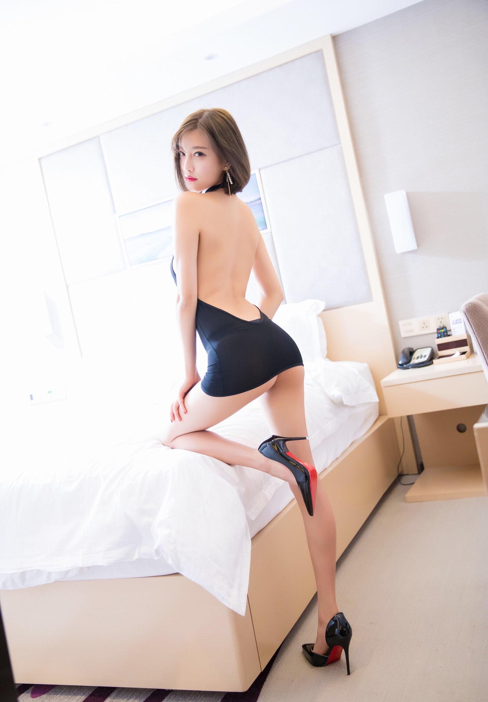 杨晨晨のセクシーすぎるボディコンドレス 23