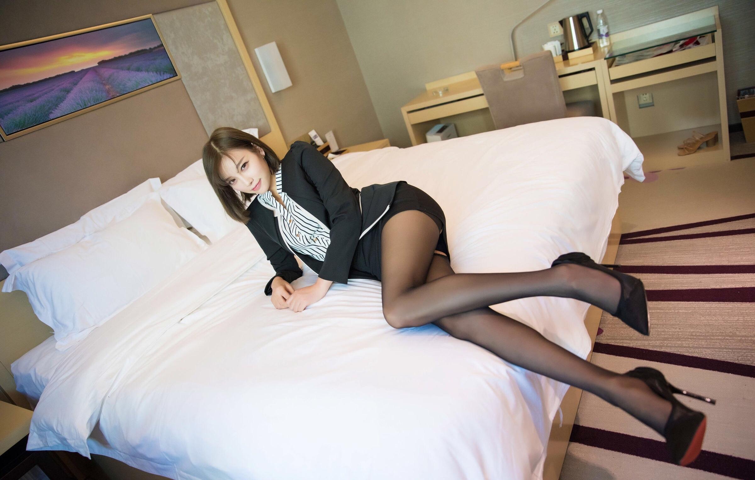 OL姿で誘惑してくるsugar杨晨晨 15