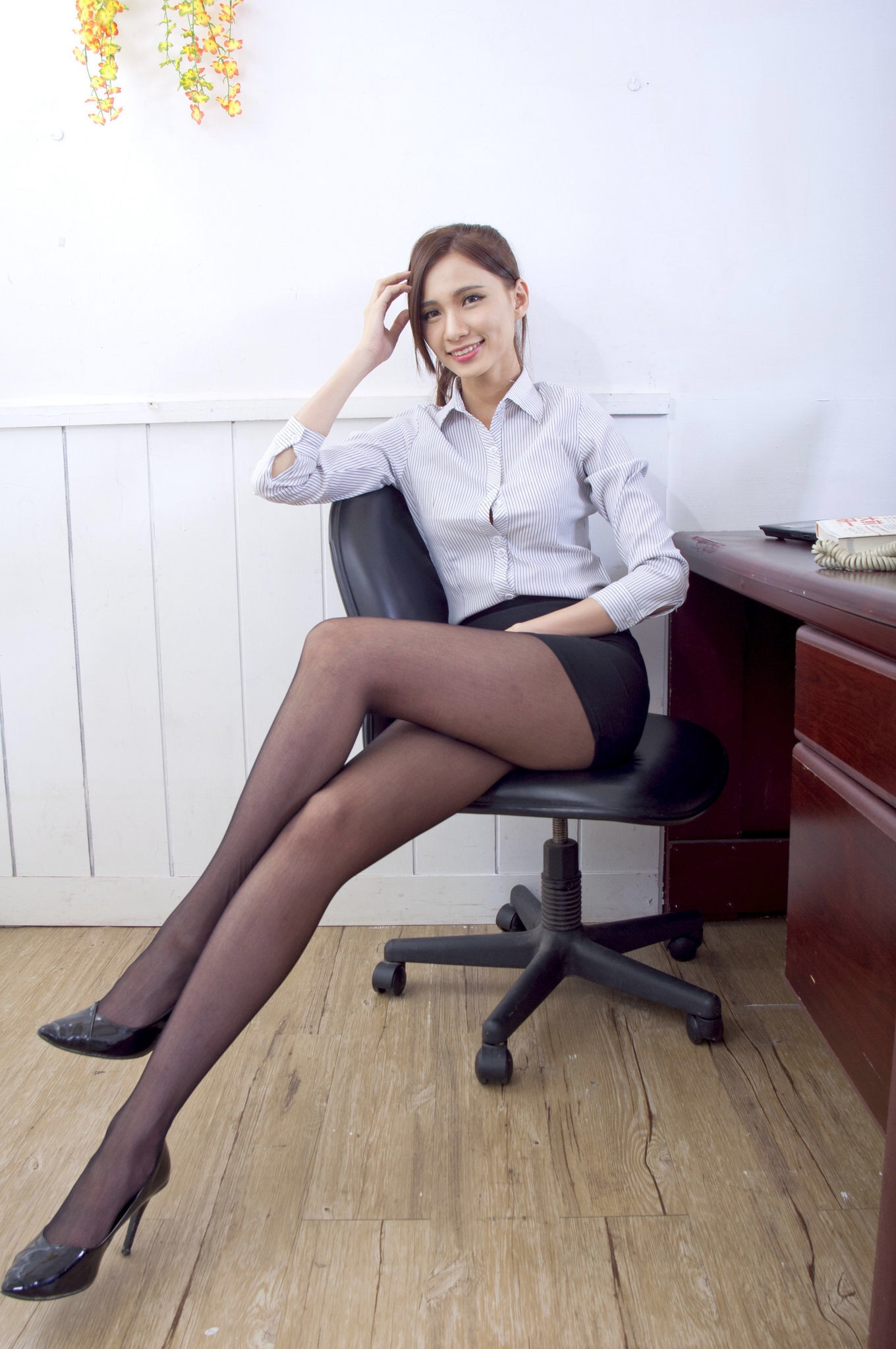美人秘書お姉さんのパンストフェチエロ画像(27pics)