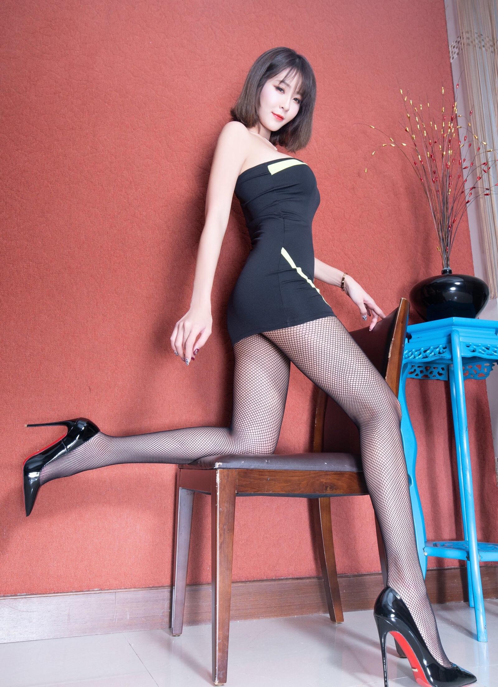 腿模Winnie 黑丝套裙 8
