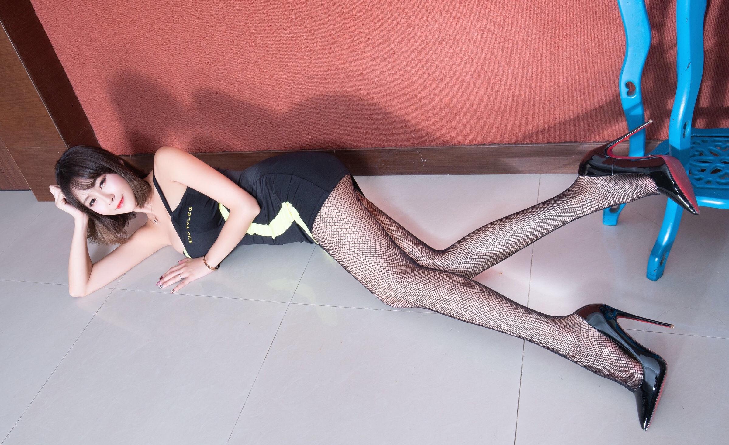 腿模Winnie 黑丝套裙 20