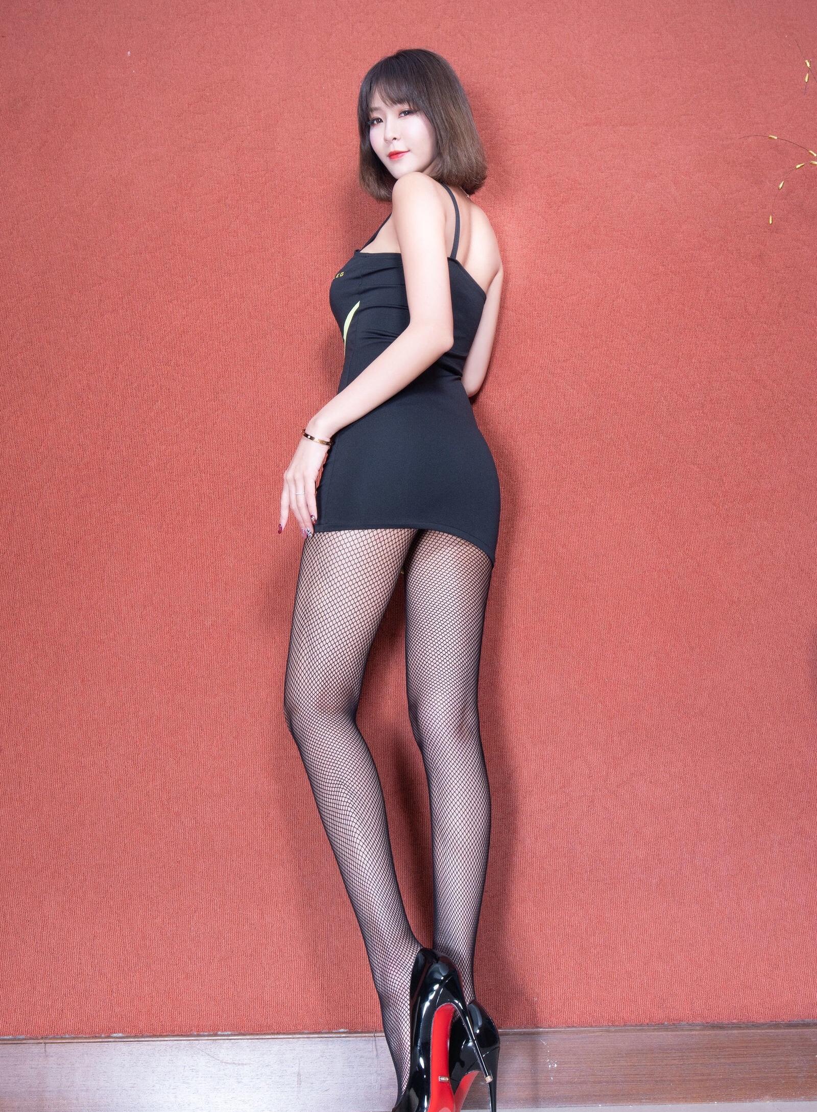 腿模Winnie 黑丝套裙 3