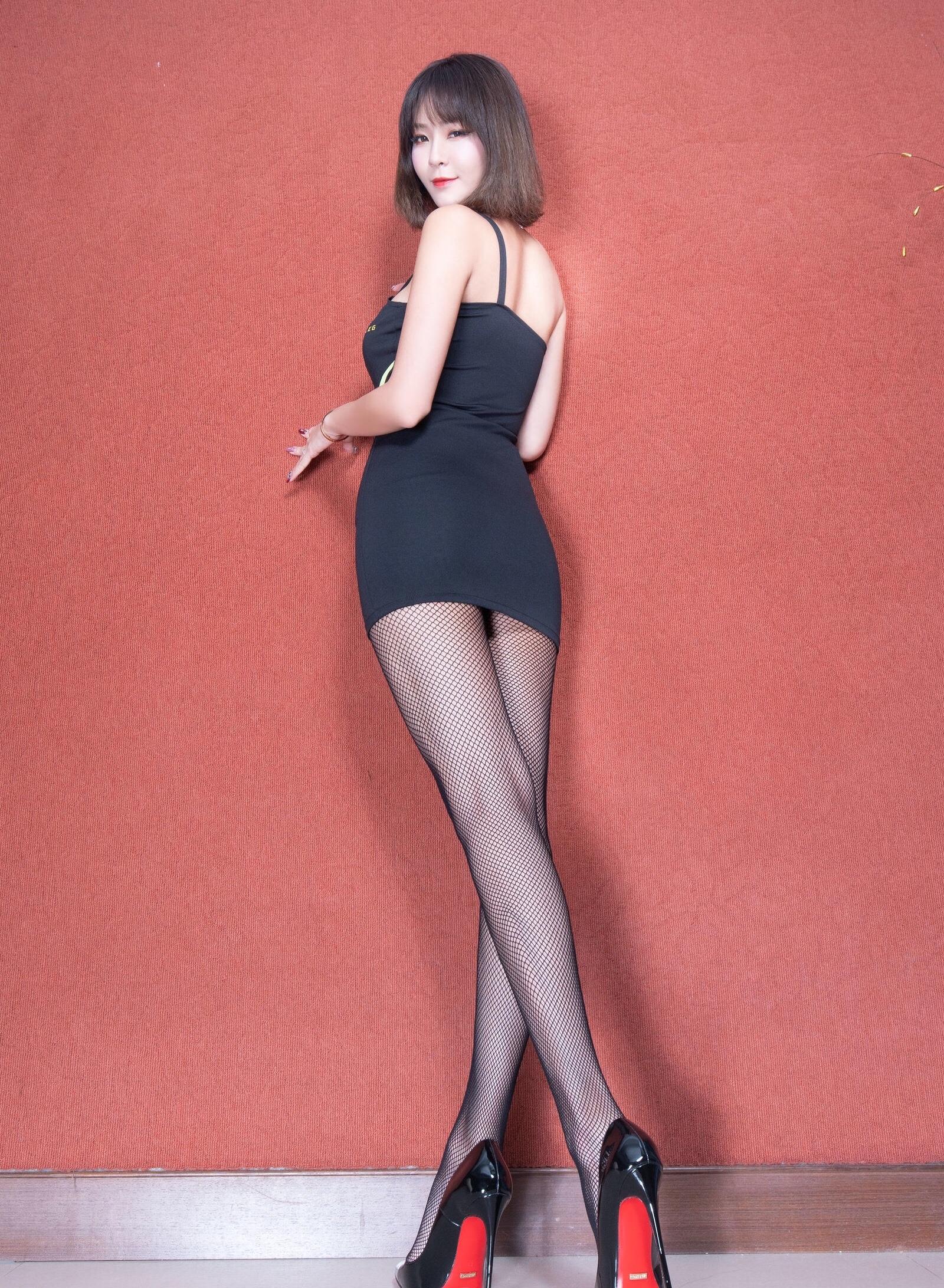 腿模Winnie 黑丝套裙 4