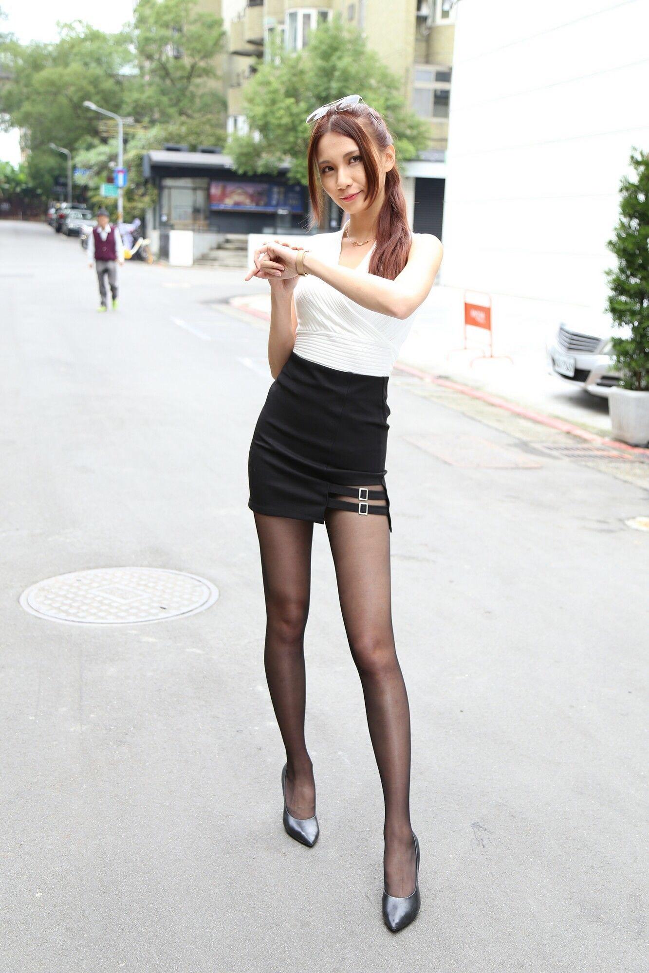 台湾美女Candiceの黒パンスト美脚 4