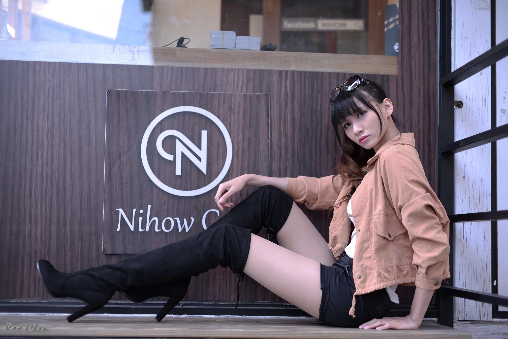 ニーハイブーツを履いた台湾美女Candice