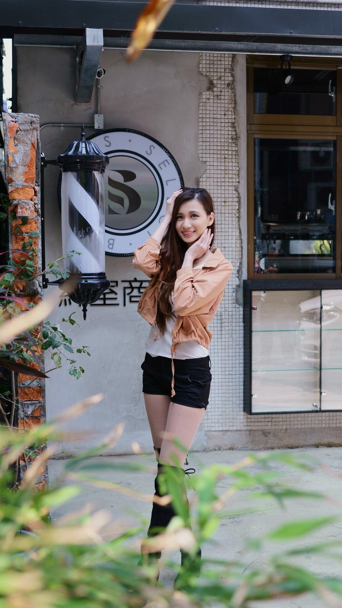 ニーハイブーツを履いた台湾美女Candice 2