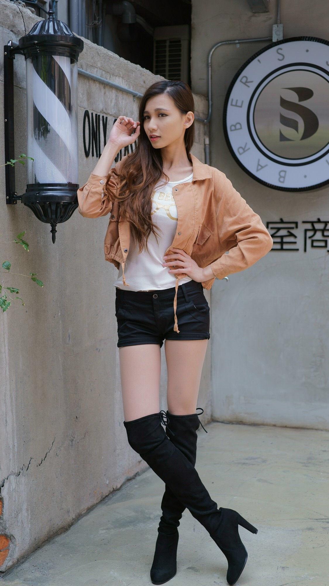 ニーハイブーツを履いた台湾美女Candice 4