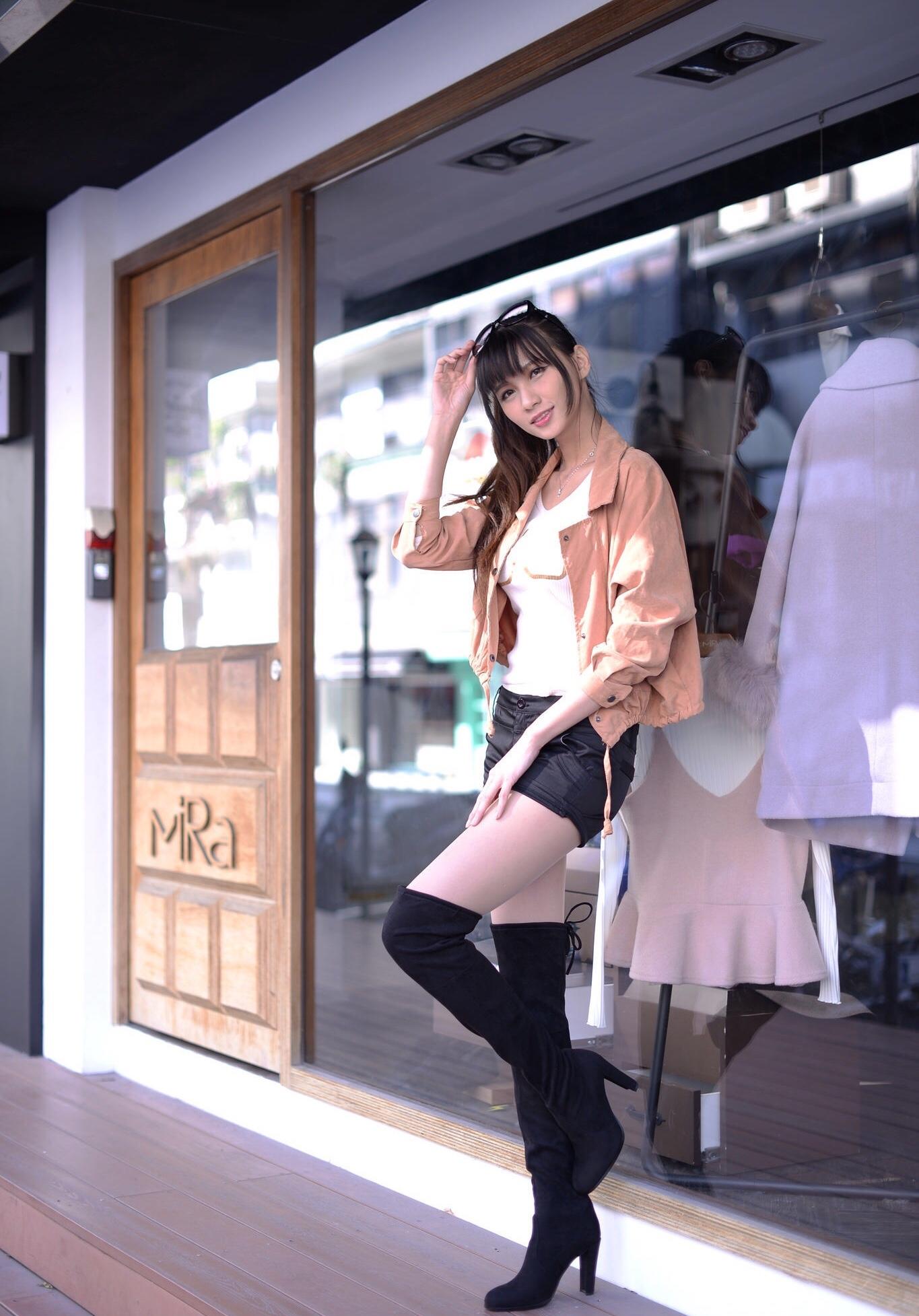ニーハイブーツを履いた台湾美女Candice 11