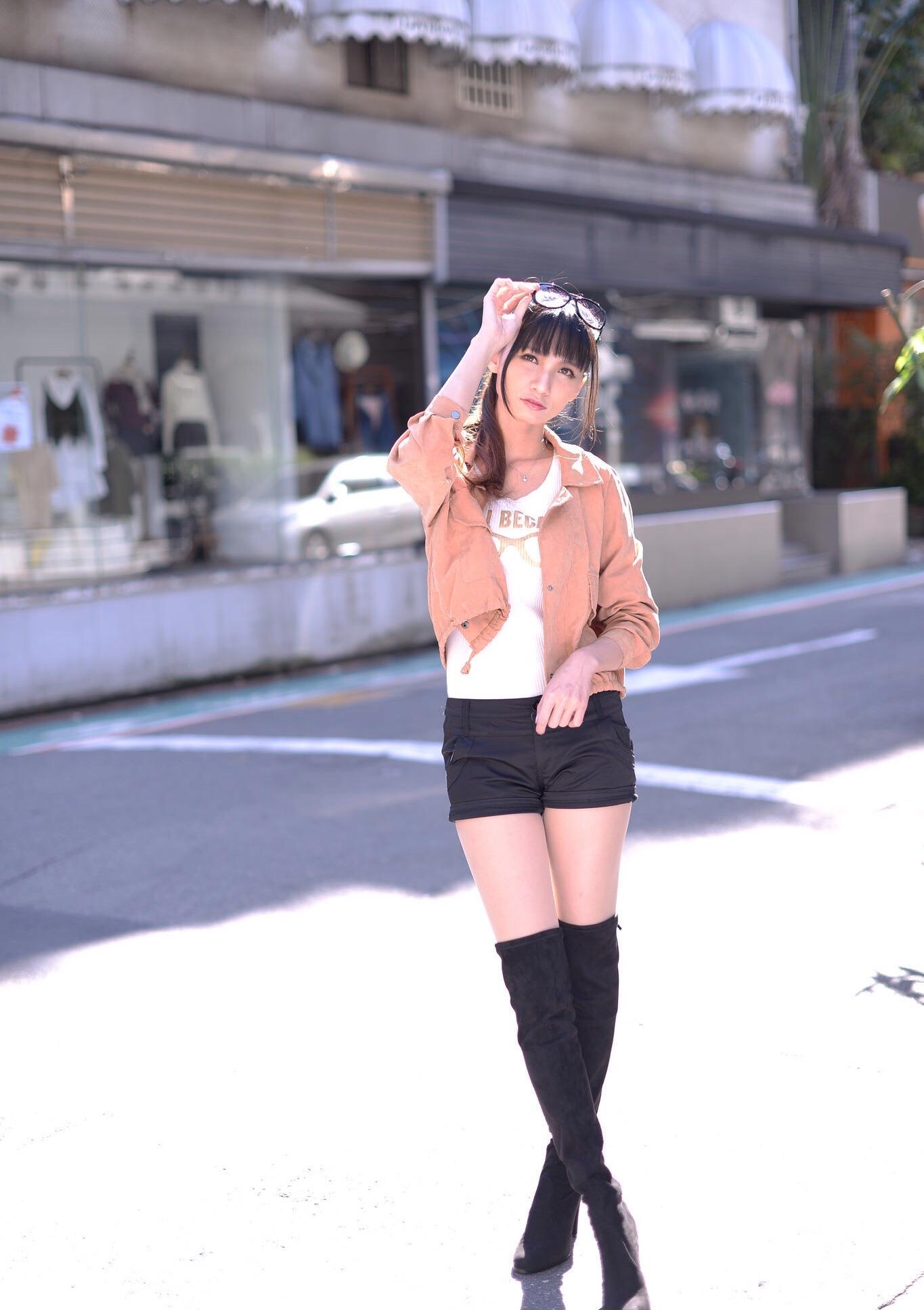 ニーハイブーツを履いた台湾美女Candice 13