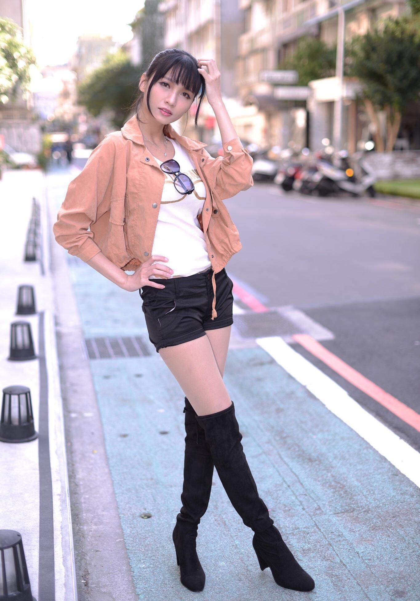 ニーハイブーツを履いた台湾美女Candice 14