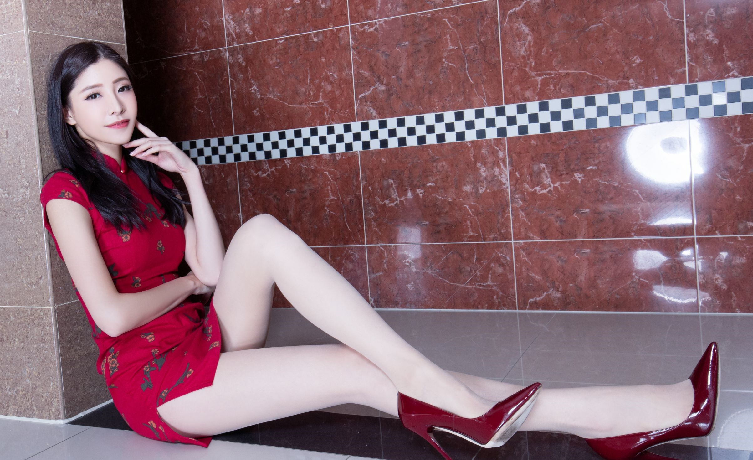 セクシーなチャイナドレスを着たBEAUTYLEG Abby 15