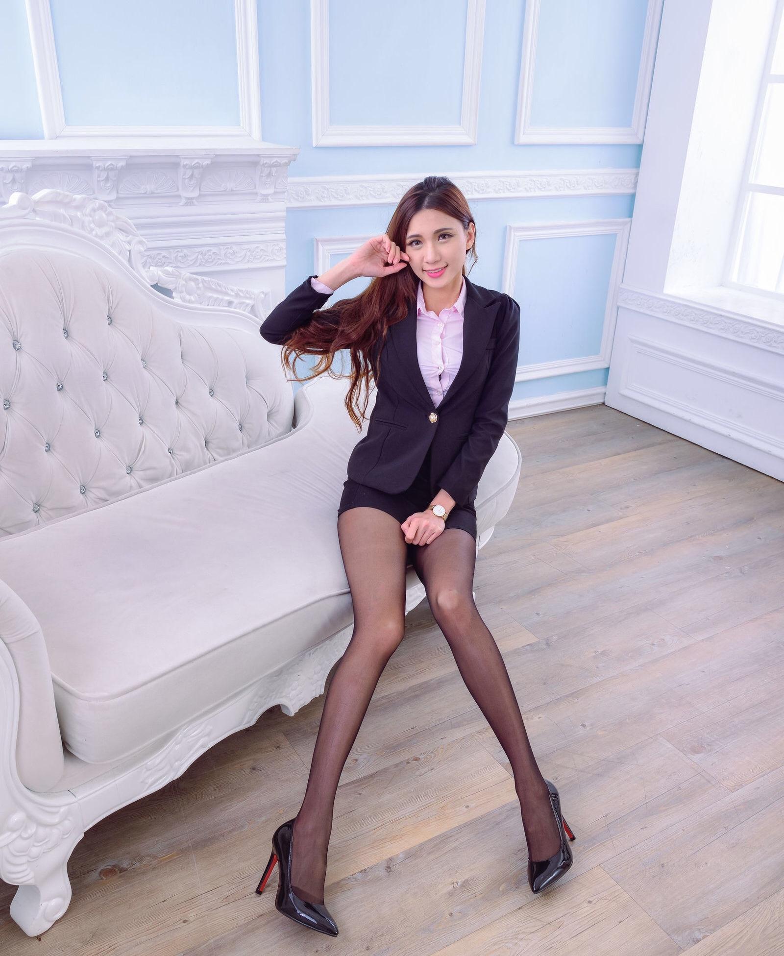 台湾性感正妹蔡译心 黑丝美腿 19