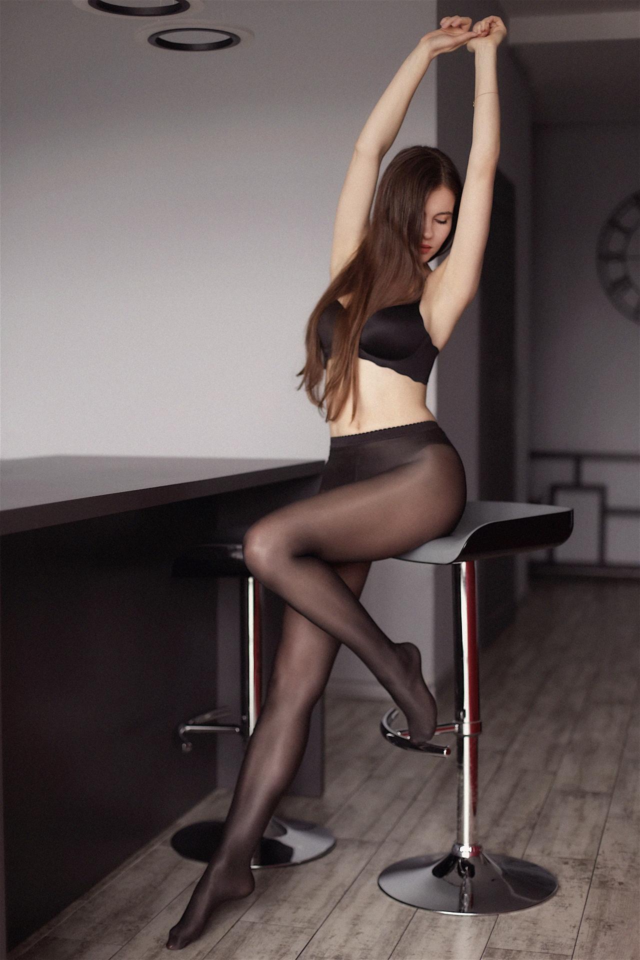 エロい下着の外国人美女 13