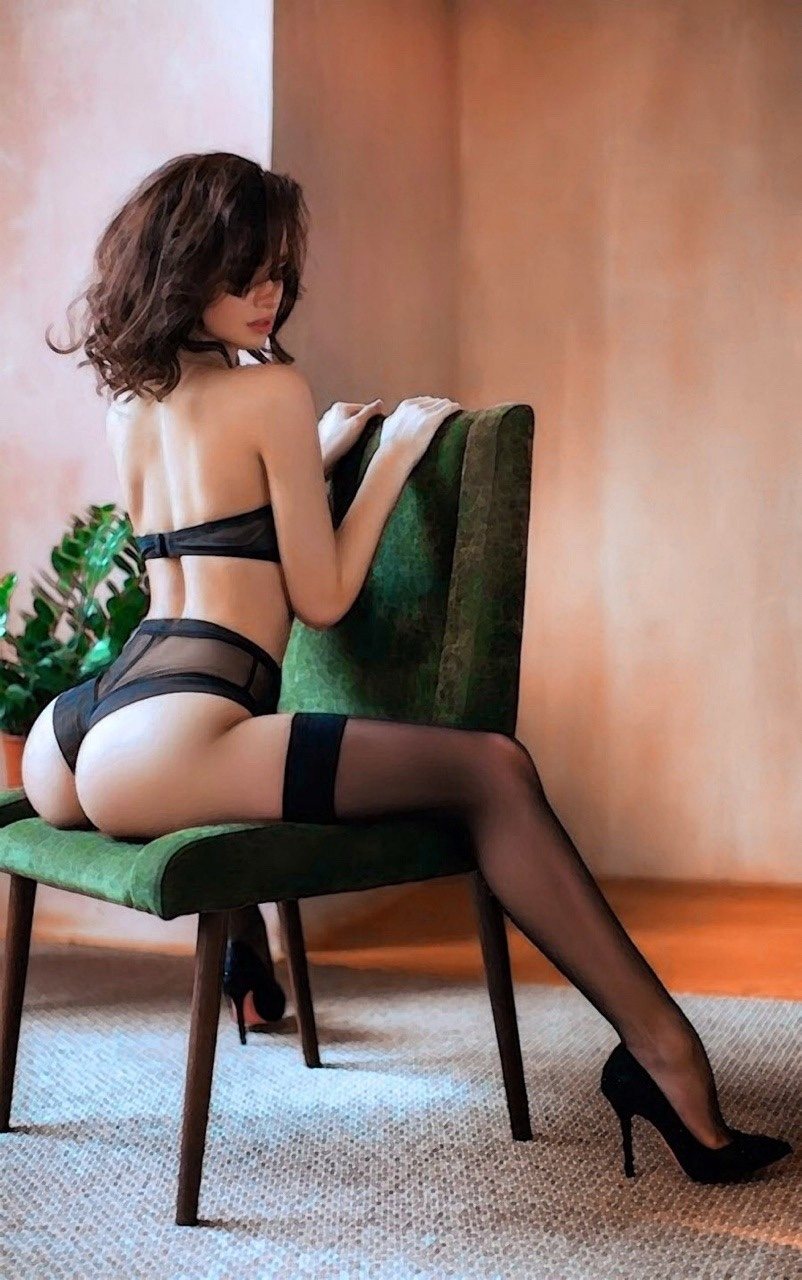 エロい下着の外国人美女 17
