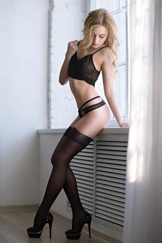 エロい下着の外国人美女 21