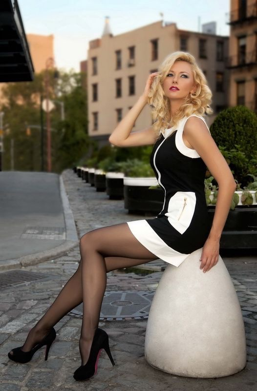エロい下着の外国人美女 25