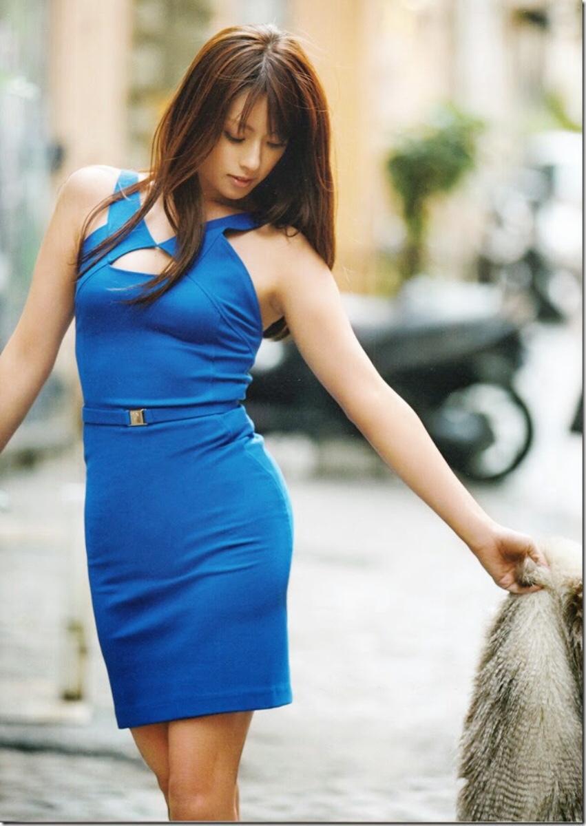 セクシーワンピーズを着た深田恭子