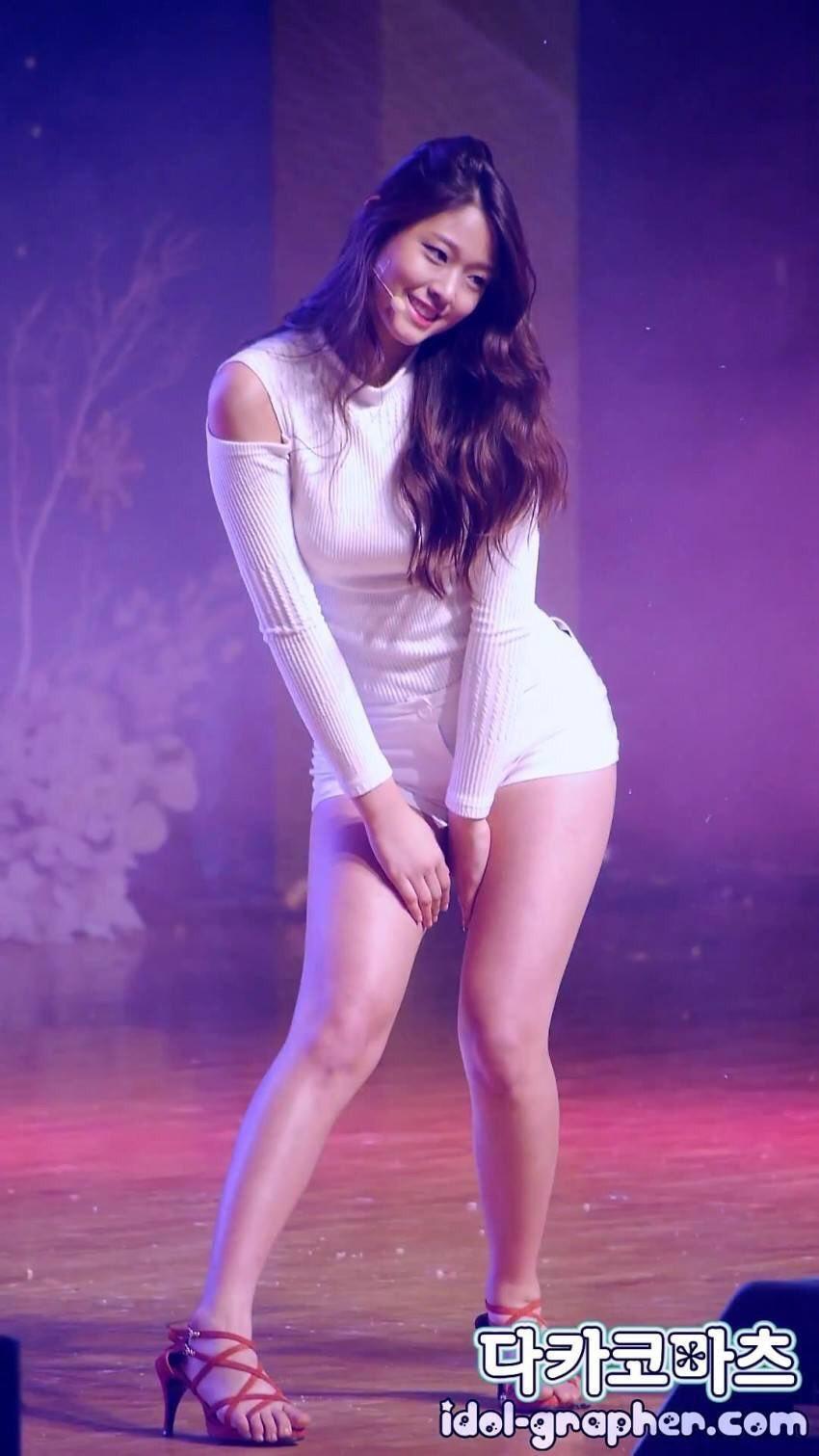 K-popアイドルのエロい美脚 7