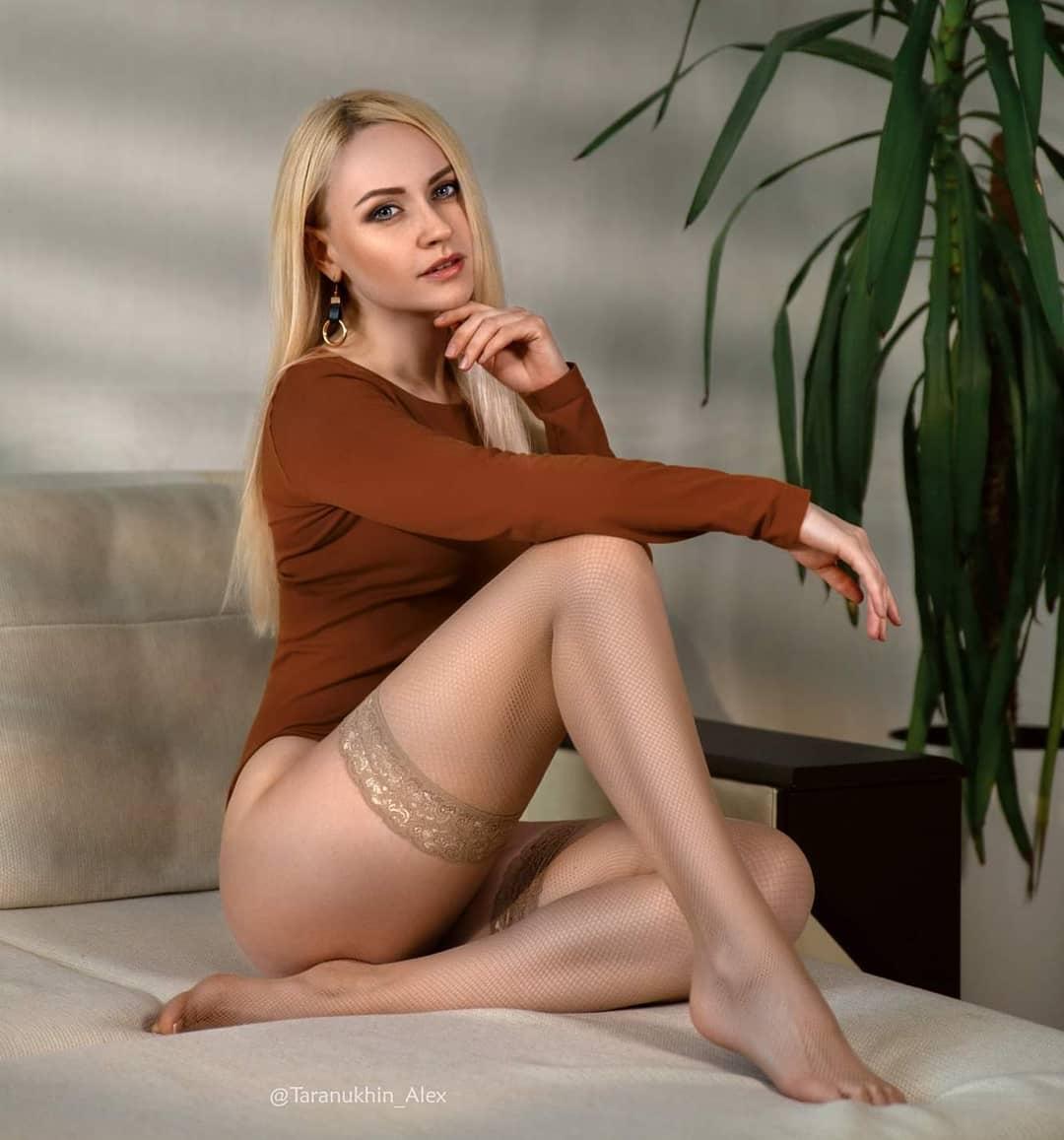 evgenia taranukhina's stocking legs