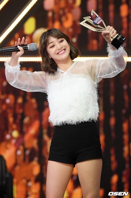 show champion(feel special)で美脚を見せつけるTwiceメンバーたち 4
