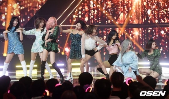 show champion(feel special)で美脚を見せつけるTwiceメンバーたち 7
