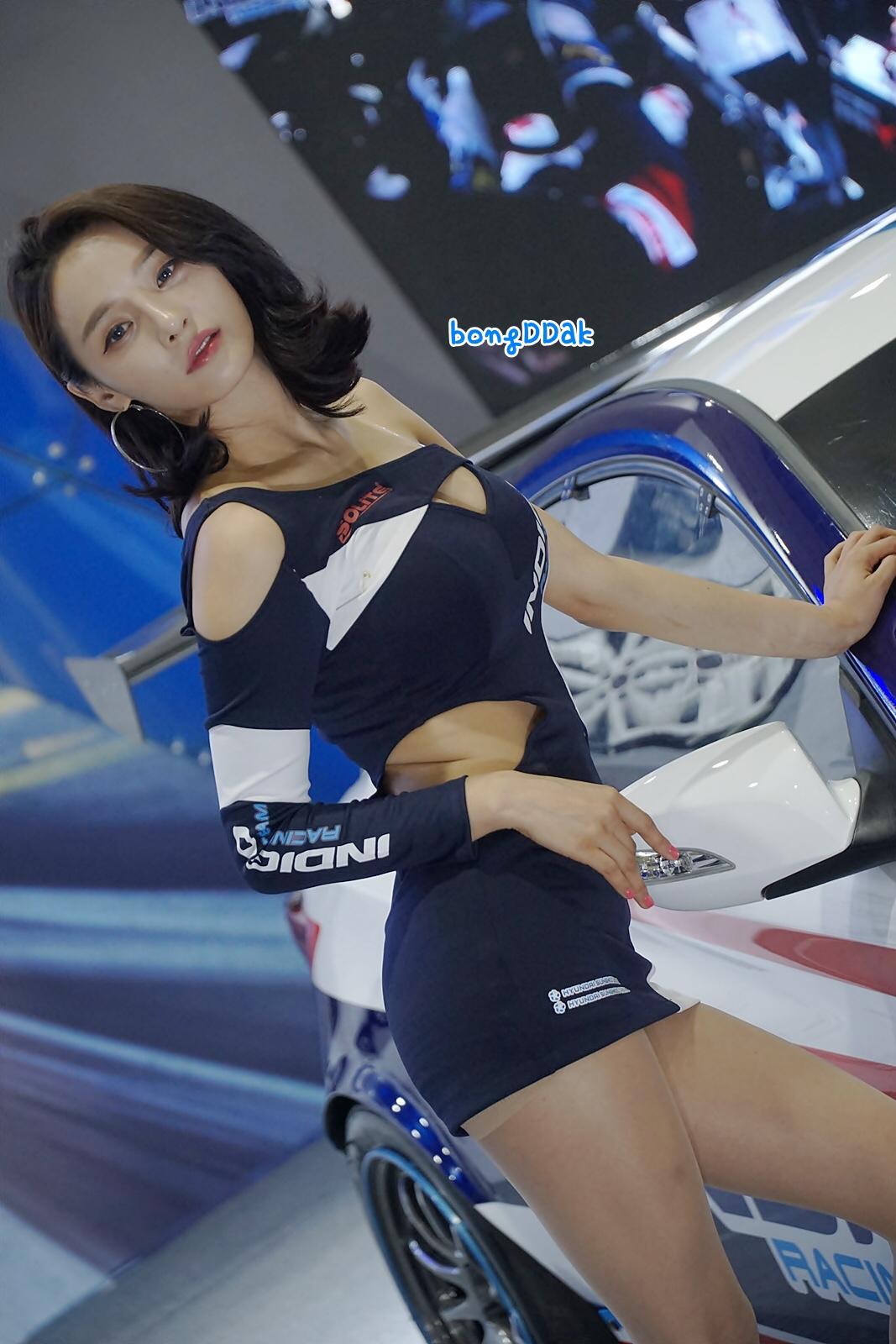 エロすぎる韓国のレースクイーンSeo yeon様の美脚エロ画像 (26pics)