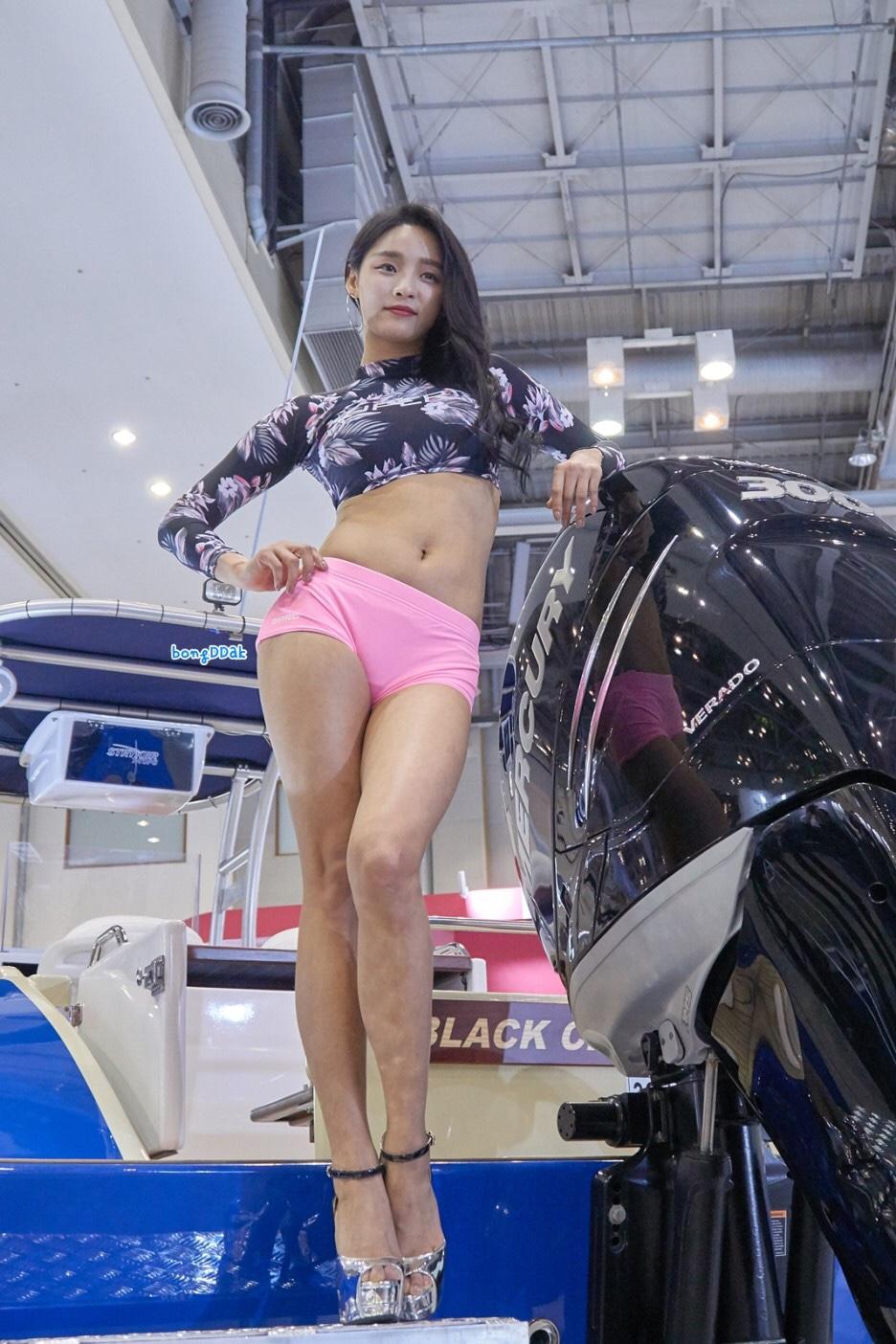 korean racing model seo yeon's beauty legs 4