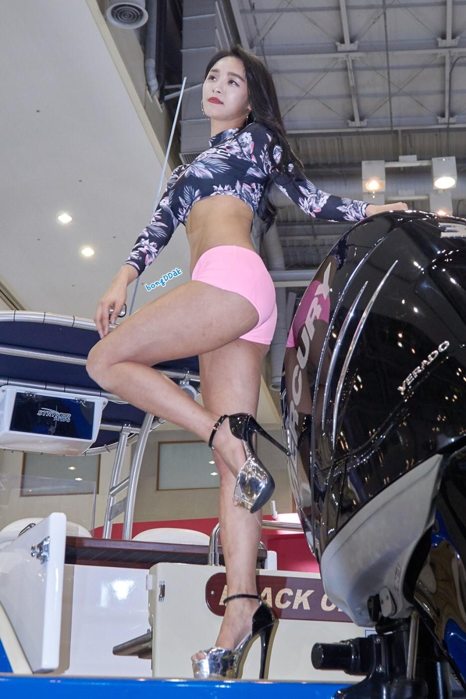 korean racing model seo yeon's beauty legs 18